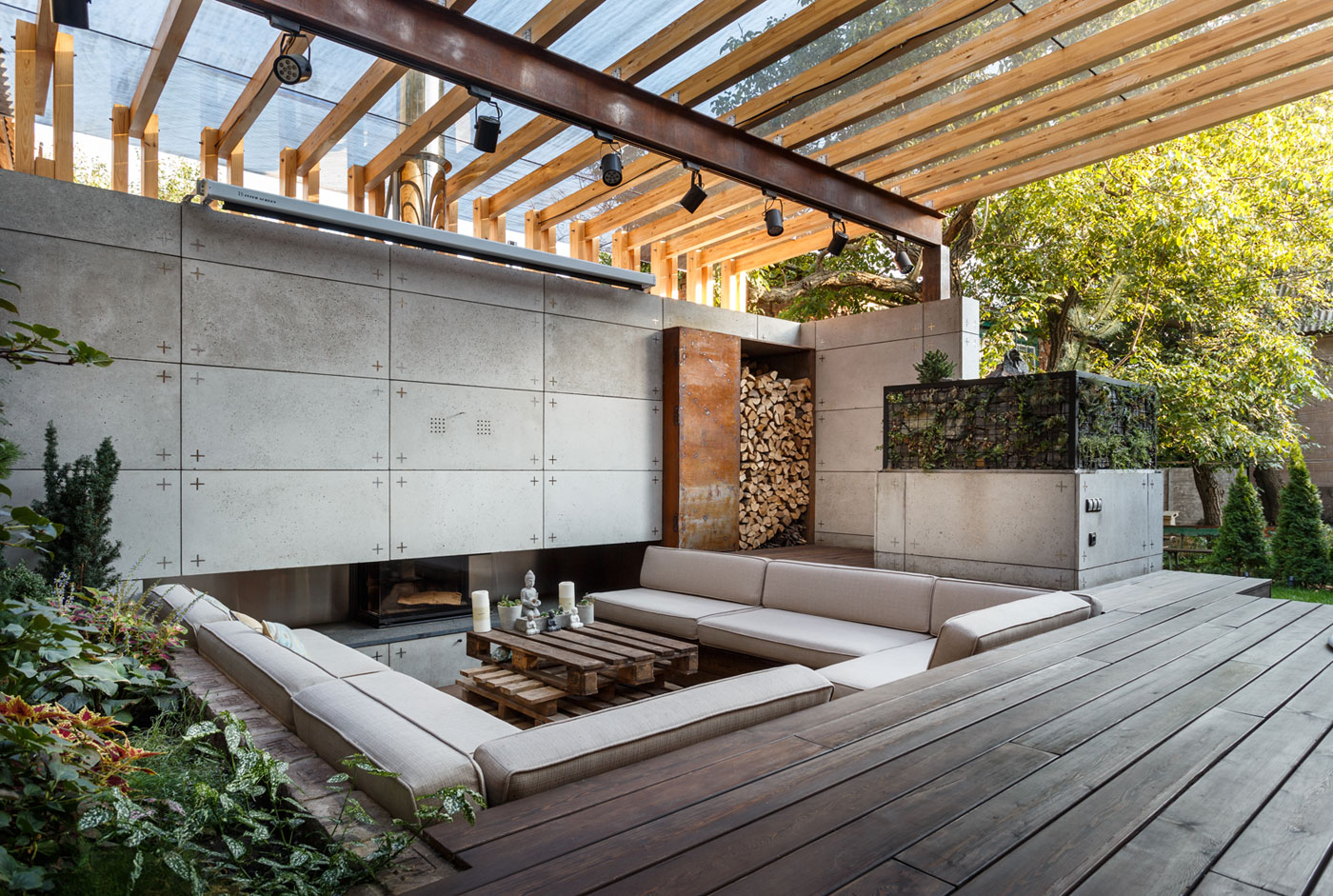 Contemporary Compact Courtyard of Lounge Zone by SVOYA studio-15