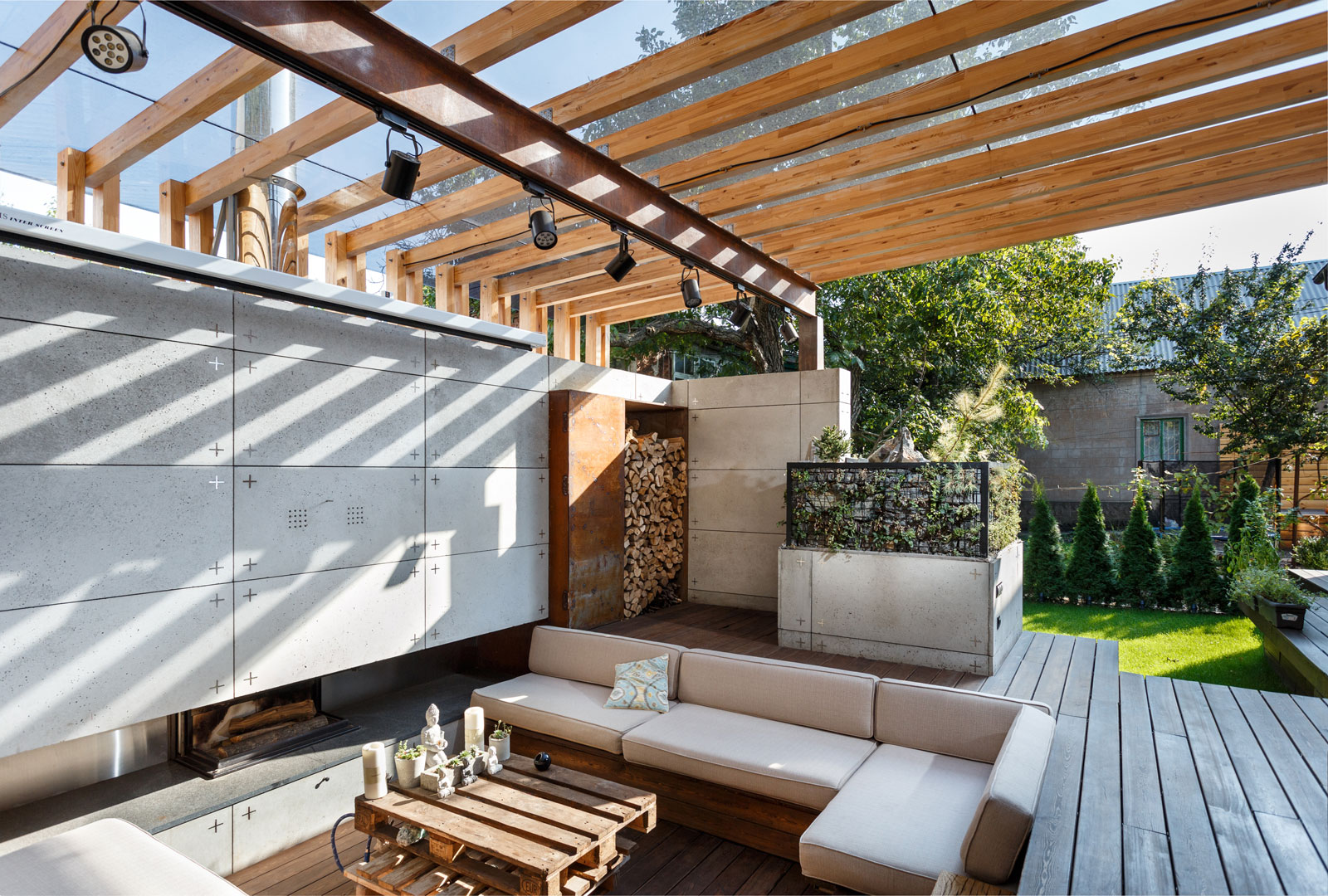 Contemporary Compact Courtyard of Lounge Zone by SVOYA studio-16