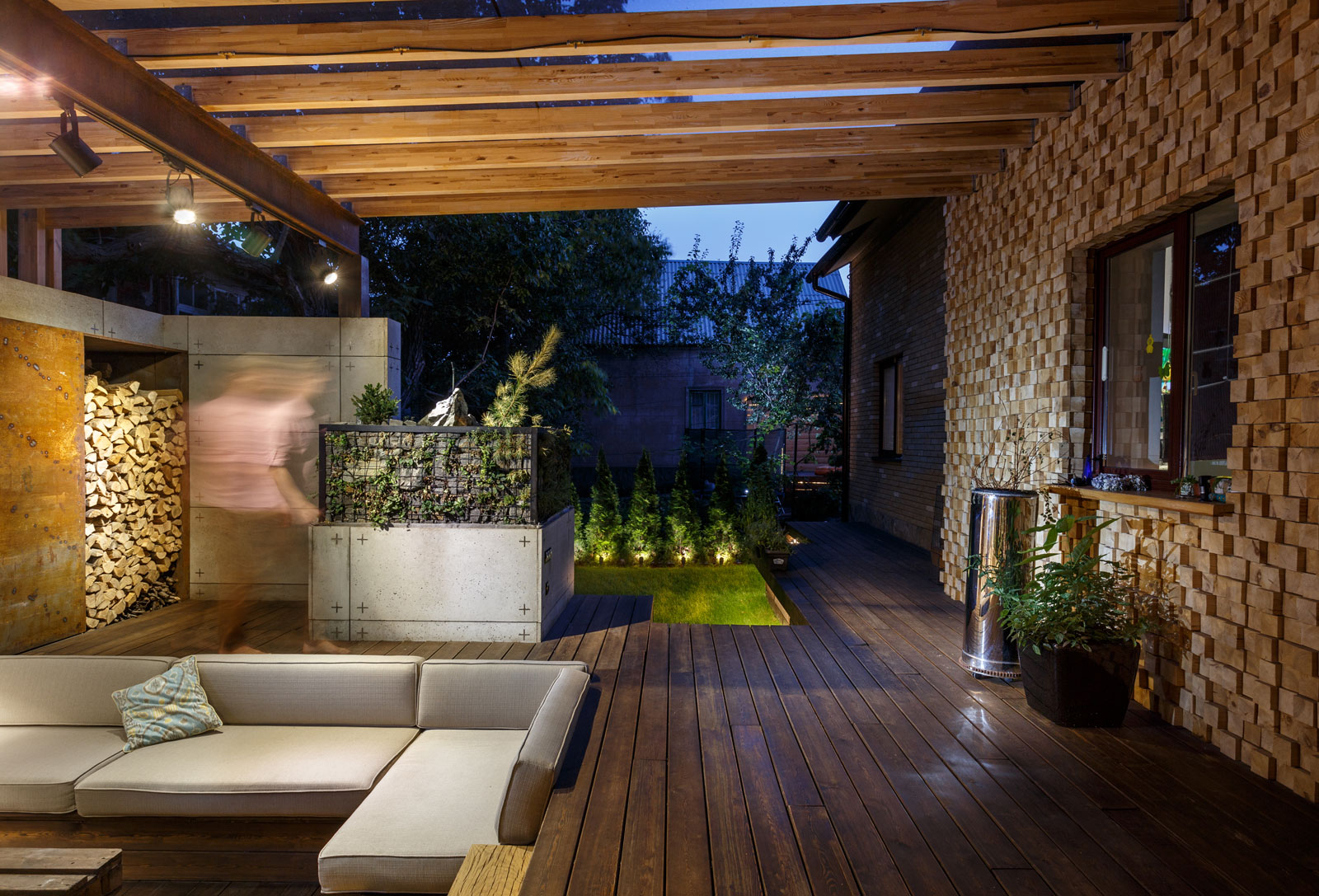 Contemporary Compact Courtyard of Lounge Zone by SVOYA studio-18