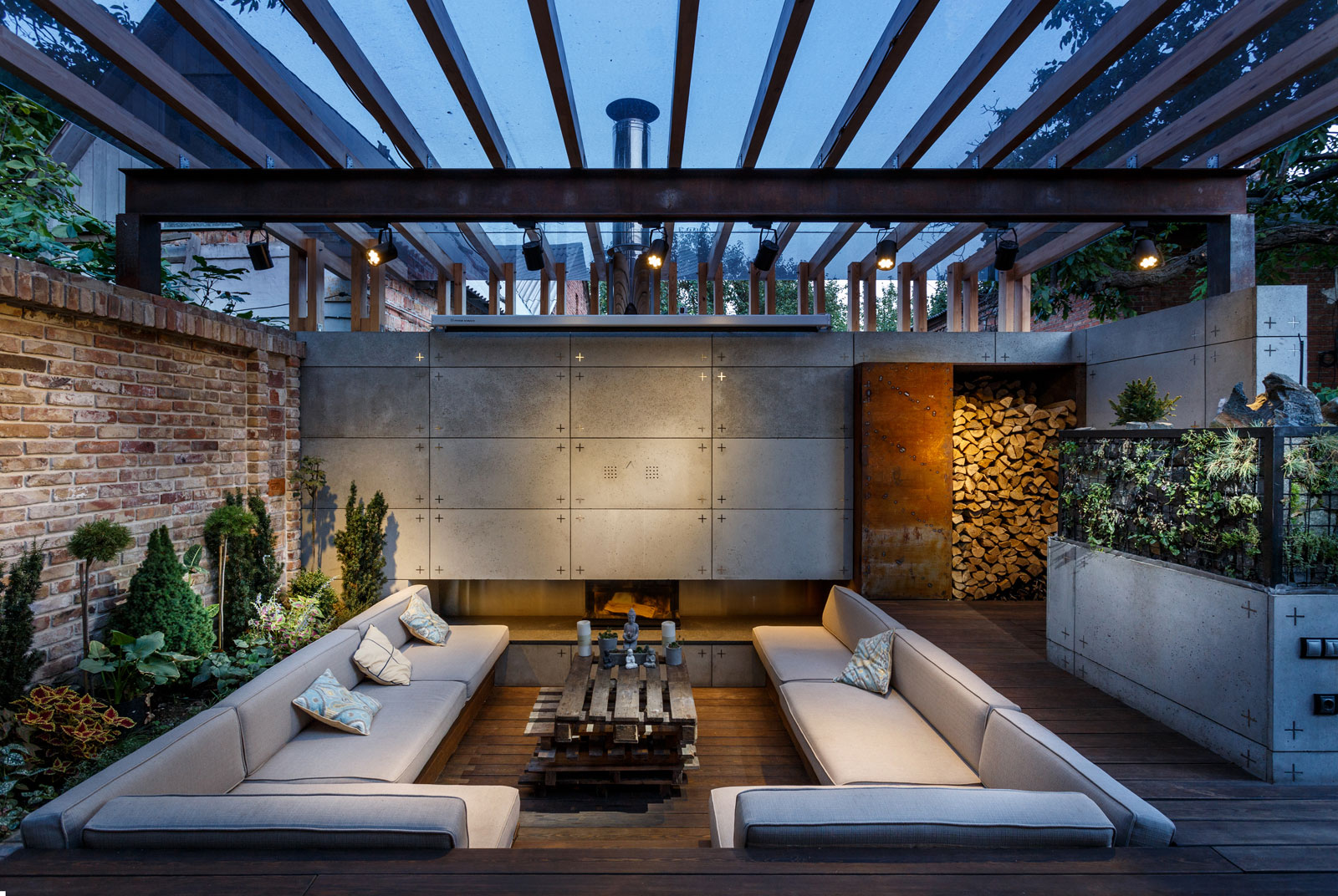 Contemporary Compact Courtyard of Lounge Zone by SVOYA studio-21