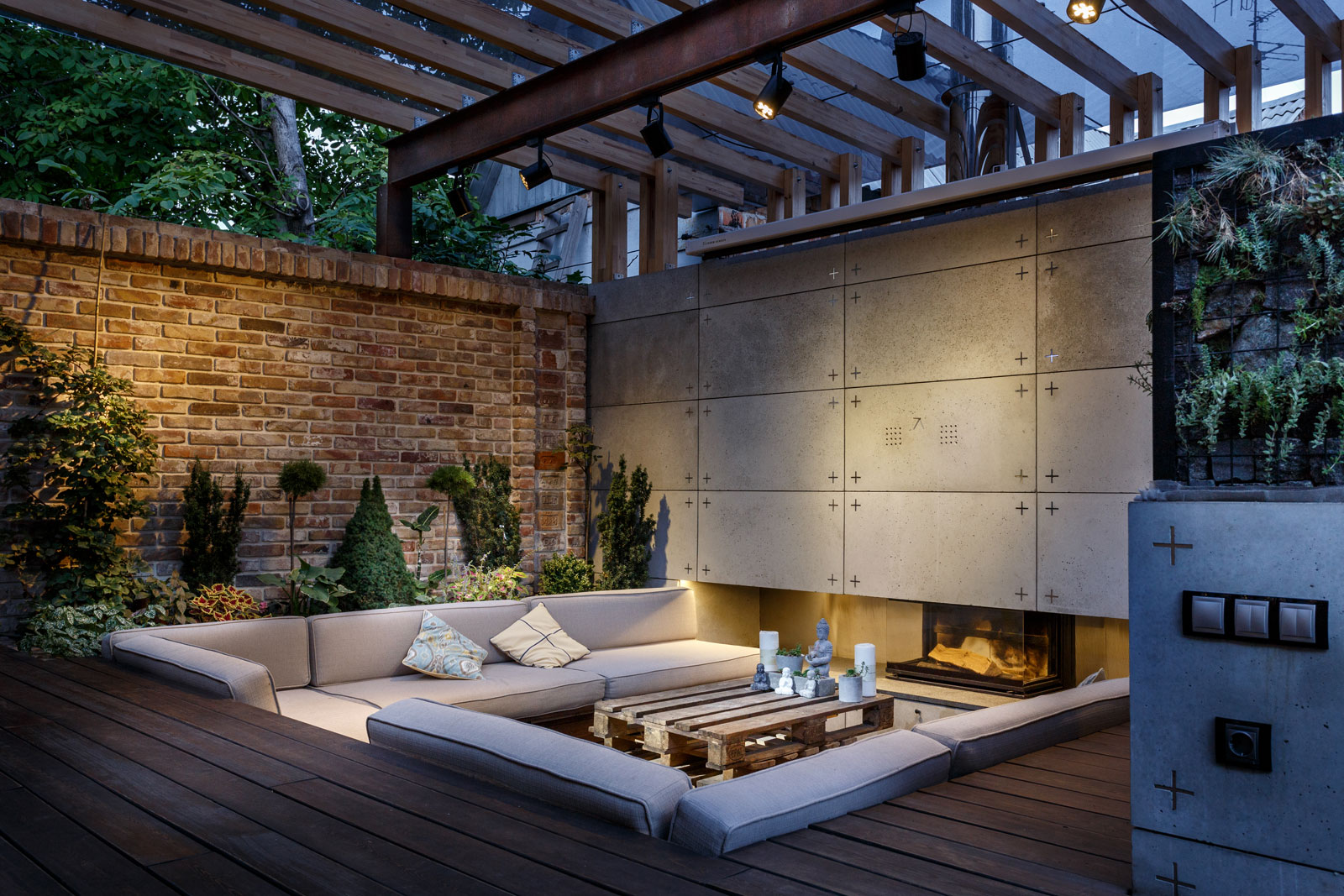 Contemporary Compact Courtyard of Lounge Zone by SVOYA studio-22