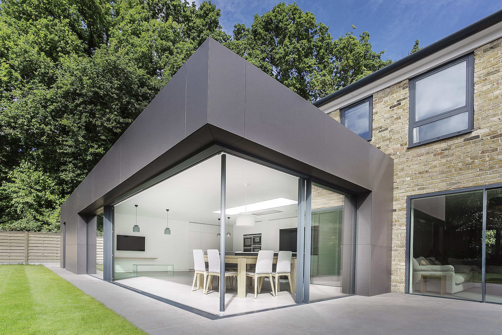 Contemporary Richmond House in Winchester by AR Design Studio-06
