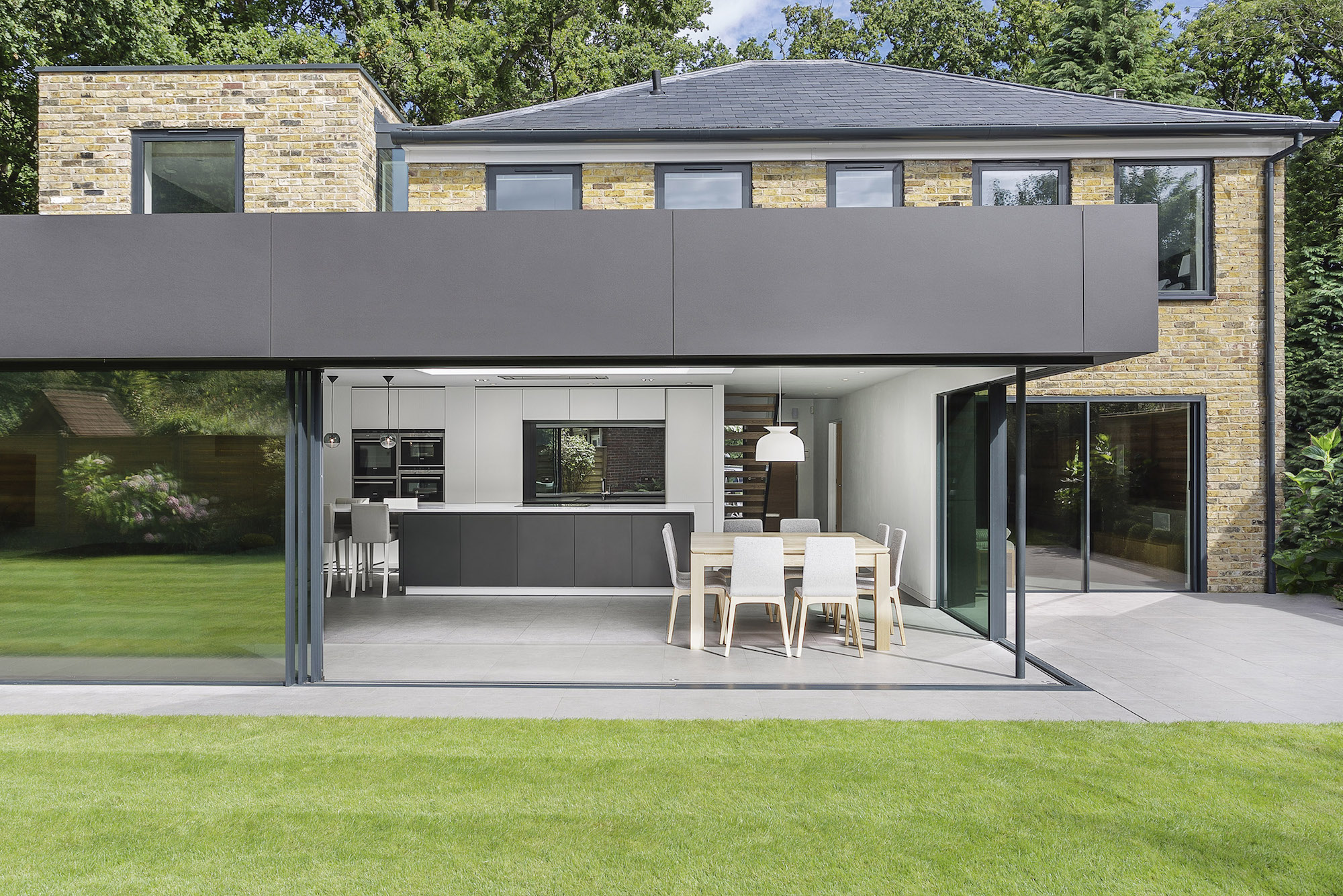 Contemporary Richmond House in Winchester by AR Design Studio-07