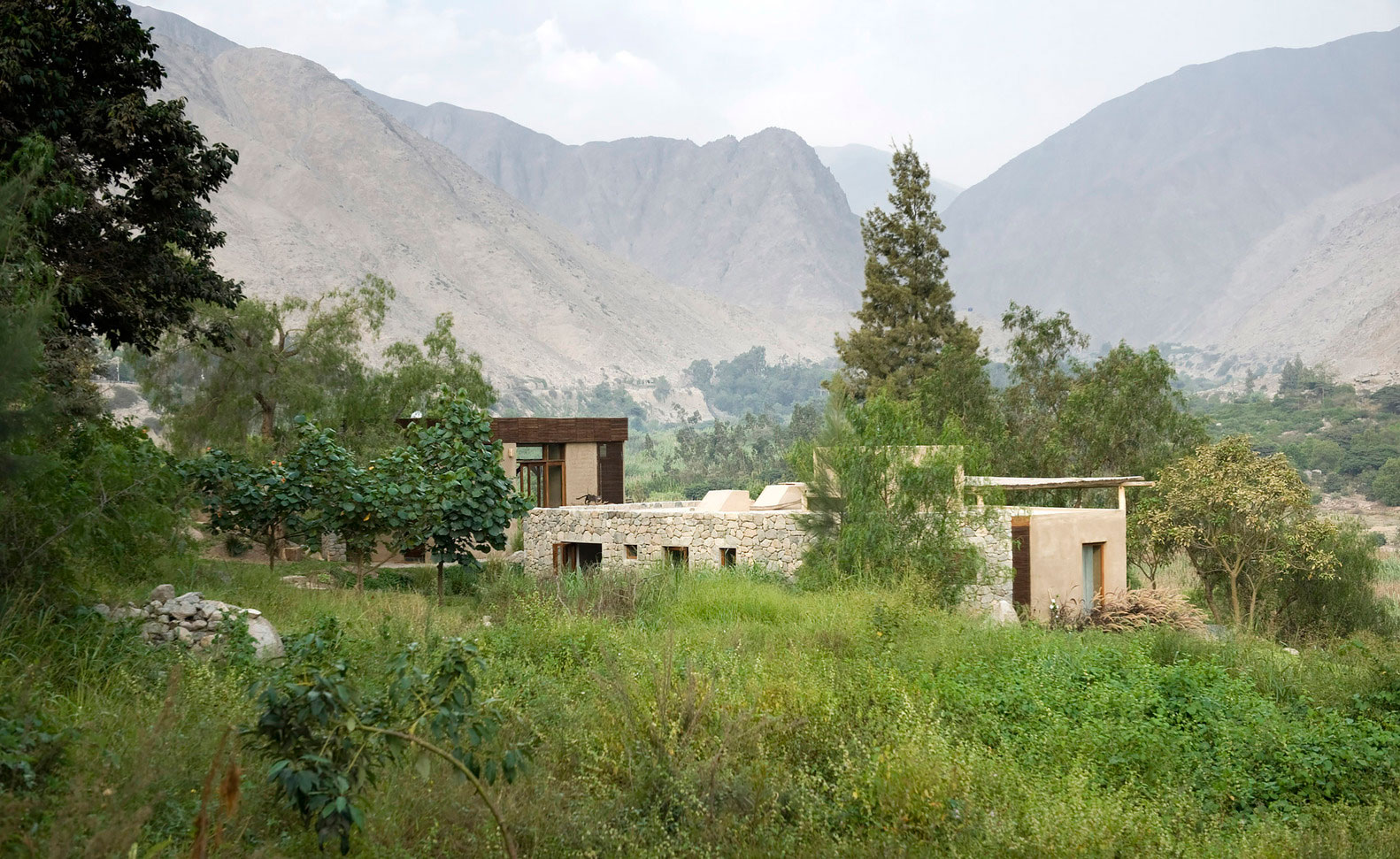 Eco-friendly Chontay House in Harmony With the Surrounding Tones of Nature by Marina Vella Arquitectos-01