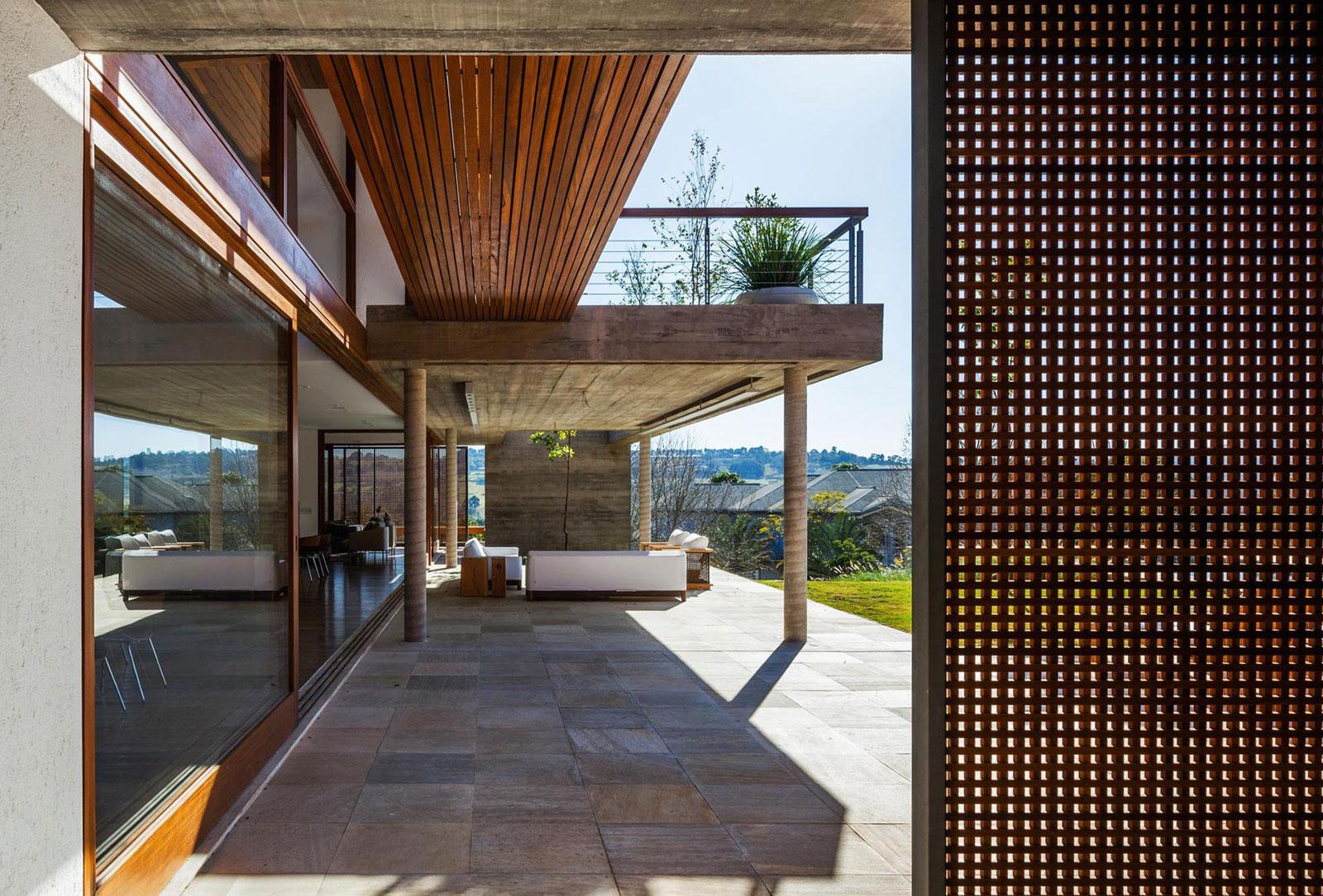 FT Modern Holiday and Weekend House by Reinach Mendonça Arquitetos Associados-03