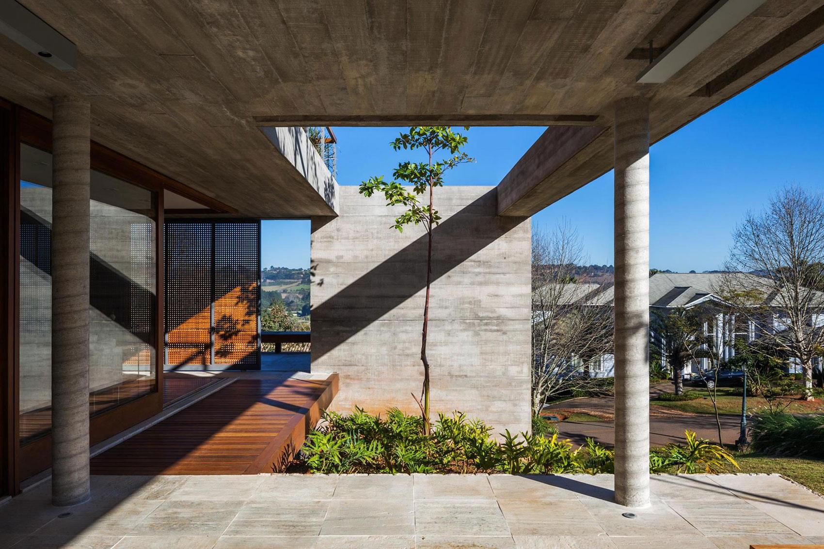 FT Modern Holiday and Weekend House by Reinach Mendonça Arquitetos Associados-08