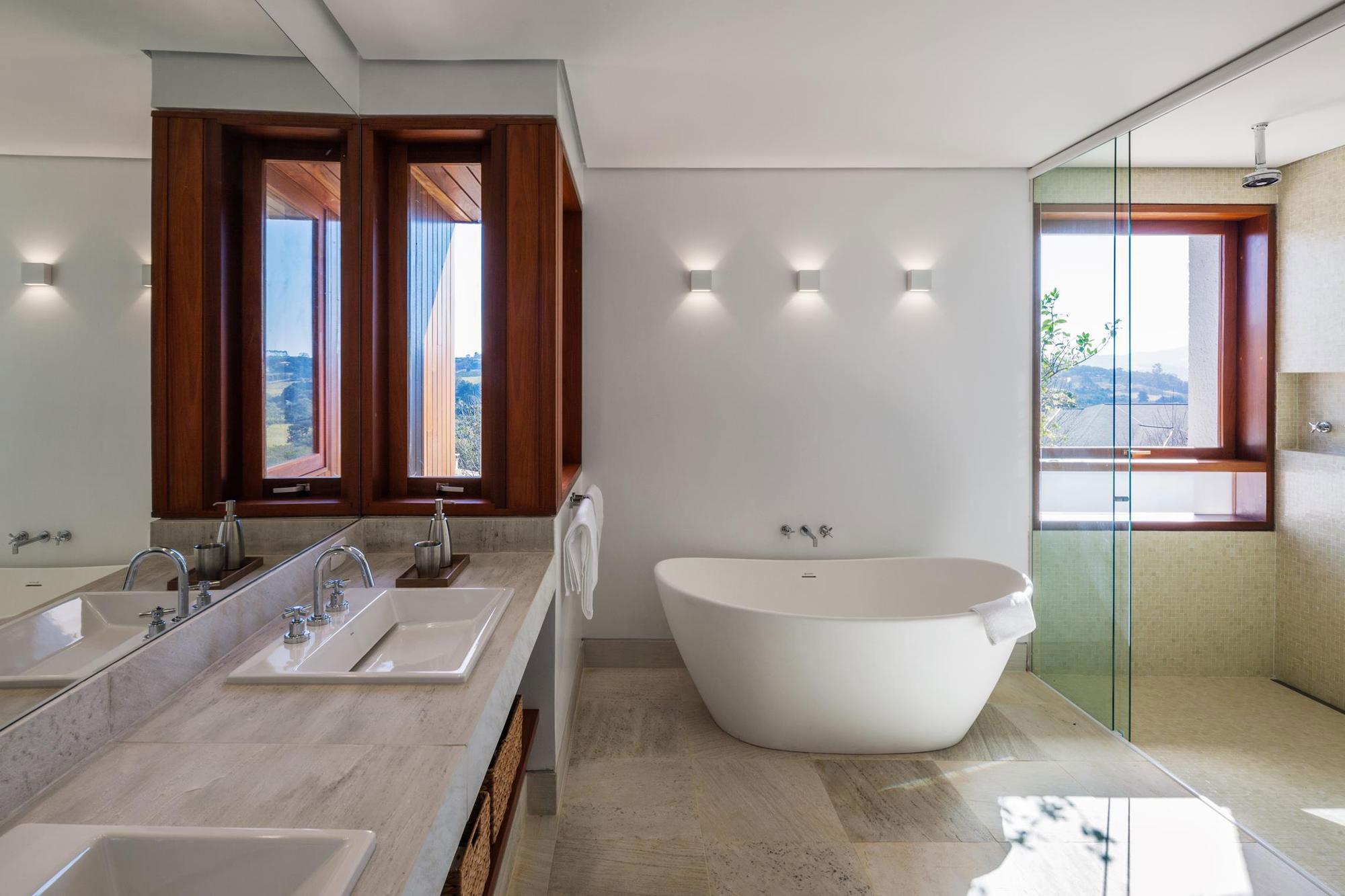 FT Modern Holiday and Weekend House by Reinach Mendonça Arquitetos Associados-12