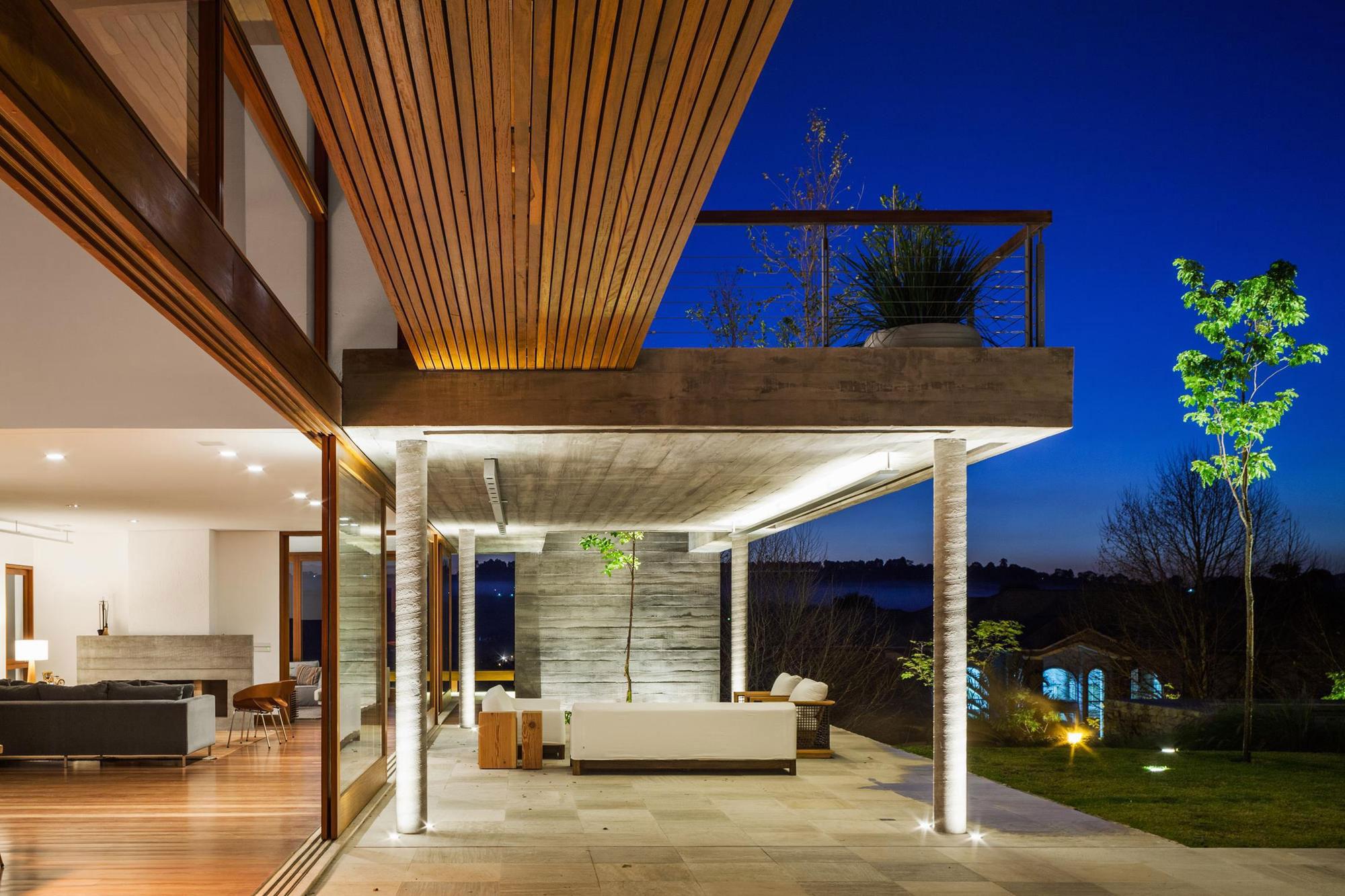 FT Modern Holiday and Weekend House by Reinach Mendonça Arquitetos Associados-15