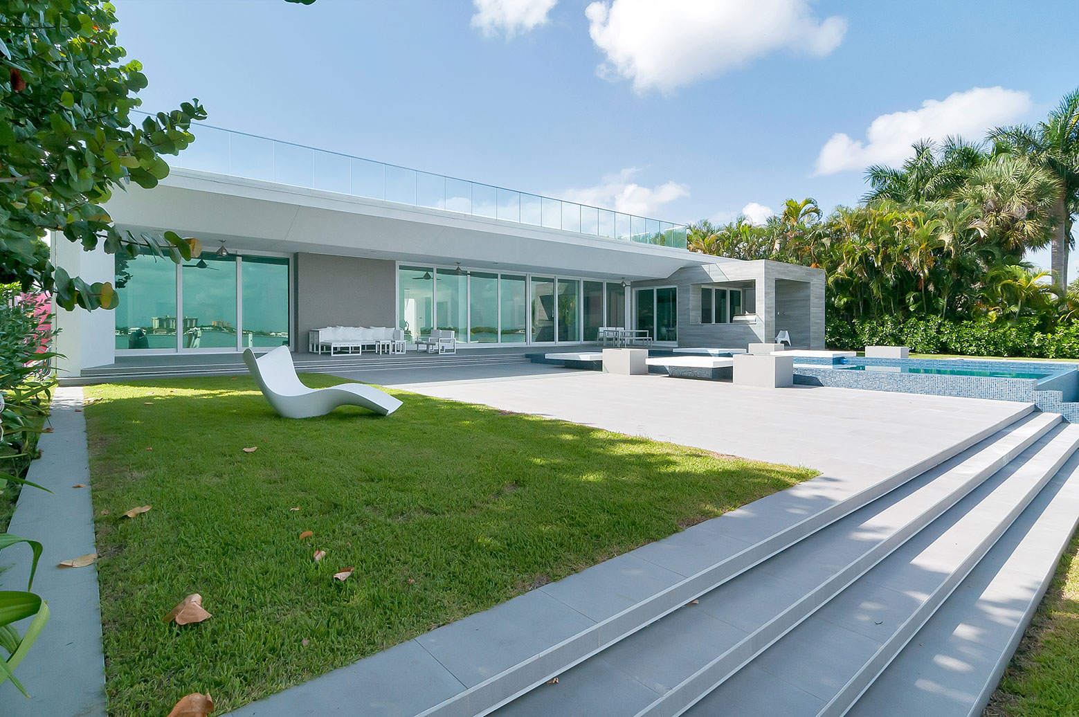 Gross-Flasz House is The Modernist Pavilion in an Extreme Maritime Context by One d+b Miami-01