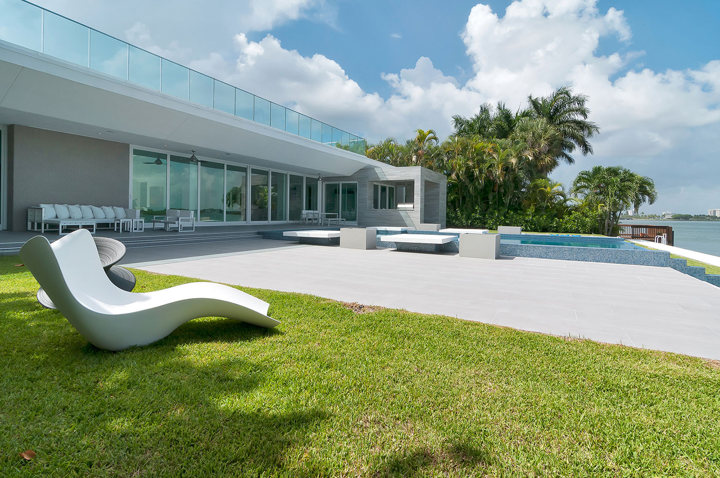 Gross-Flasz House is The Modernist Pavilion in an Extreme Maritime Context by One d+b Miami-02