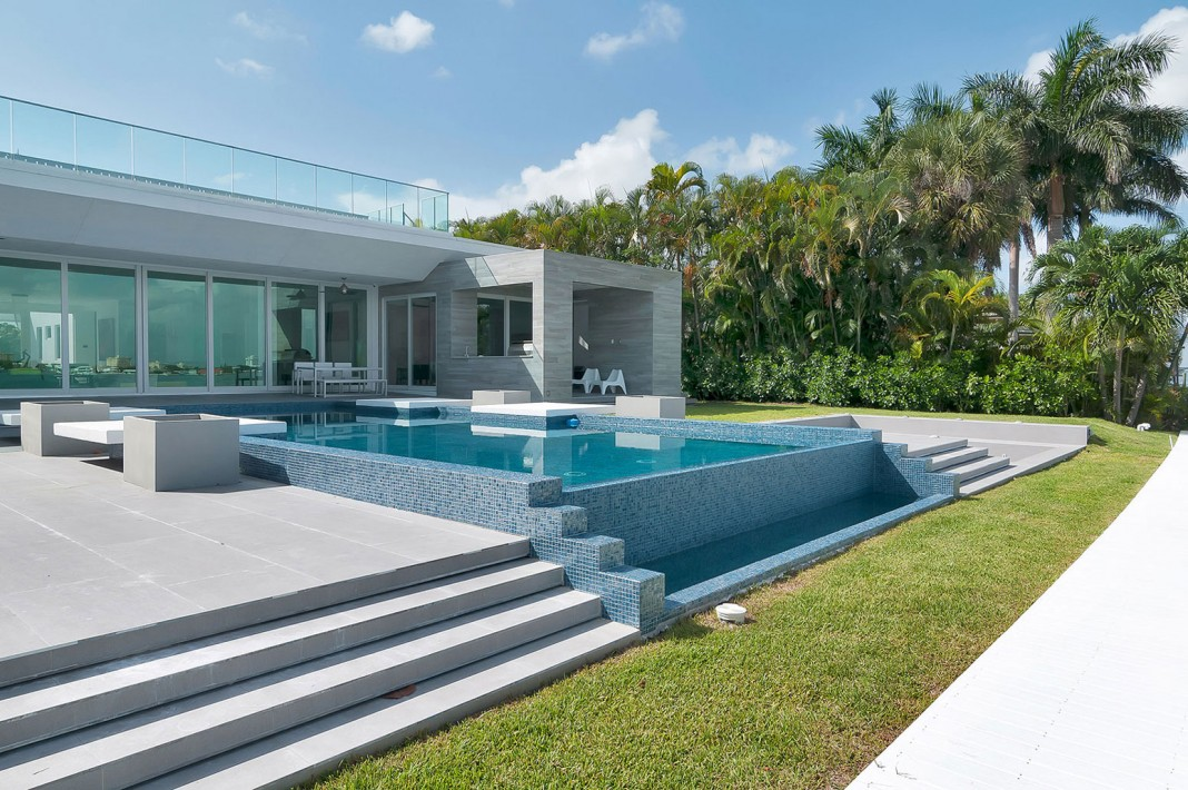 Gross-Flasz House is The Modernist Pavilion in an Extreme Maritime Context by One d+b Miami