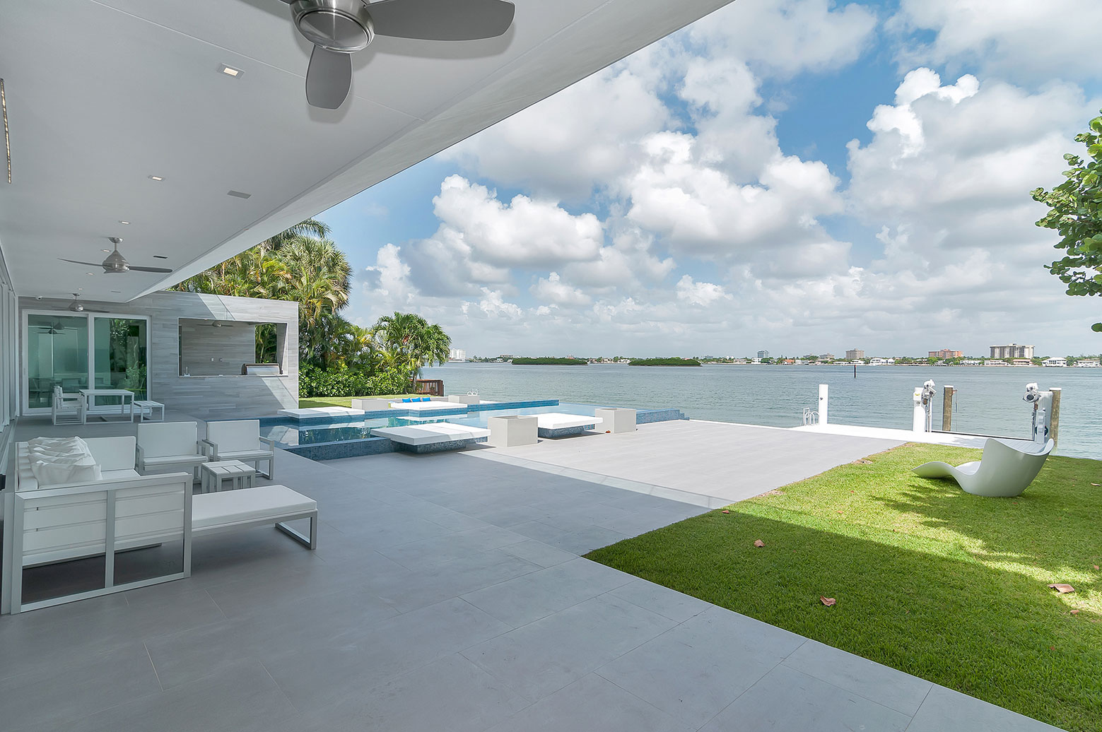 Gross-Flasz House is The Modernist Pavilion in an Extreme Maritime Context by One d+b Miami-04