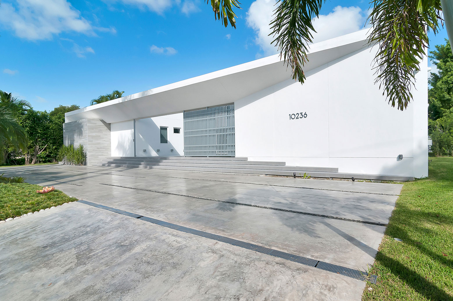 Gross-Flasz House is The Modernist Pavilion in an Extreme Maritime Context by One d+b Miami-06
