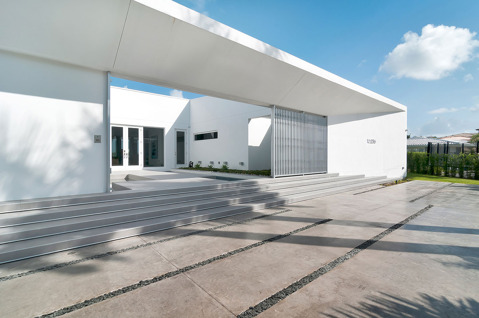 Gross-Flasz House is The Modernist Pavilion in an Extreme Maritime Context by One d+b Miami-08