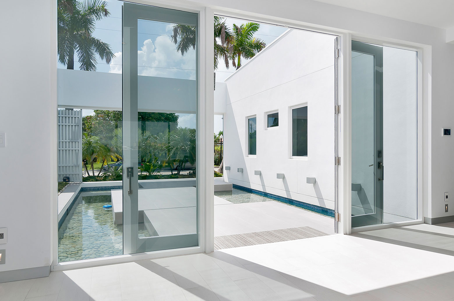 Gross-Flasz House is The Modernist Pavilion in an Extreme Maritime Context by One d+b Miami-13