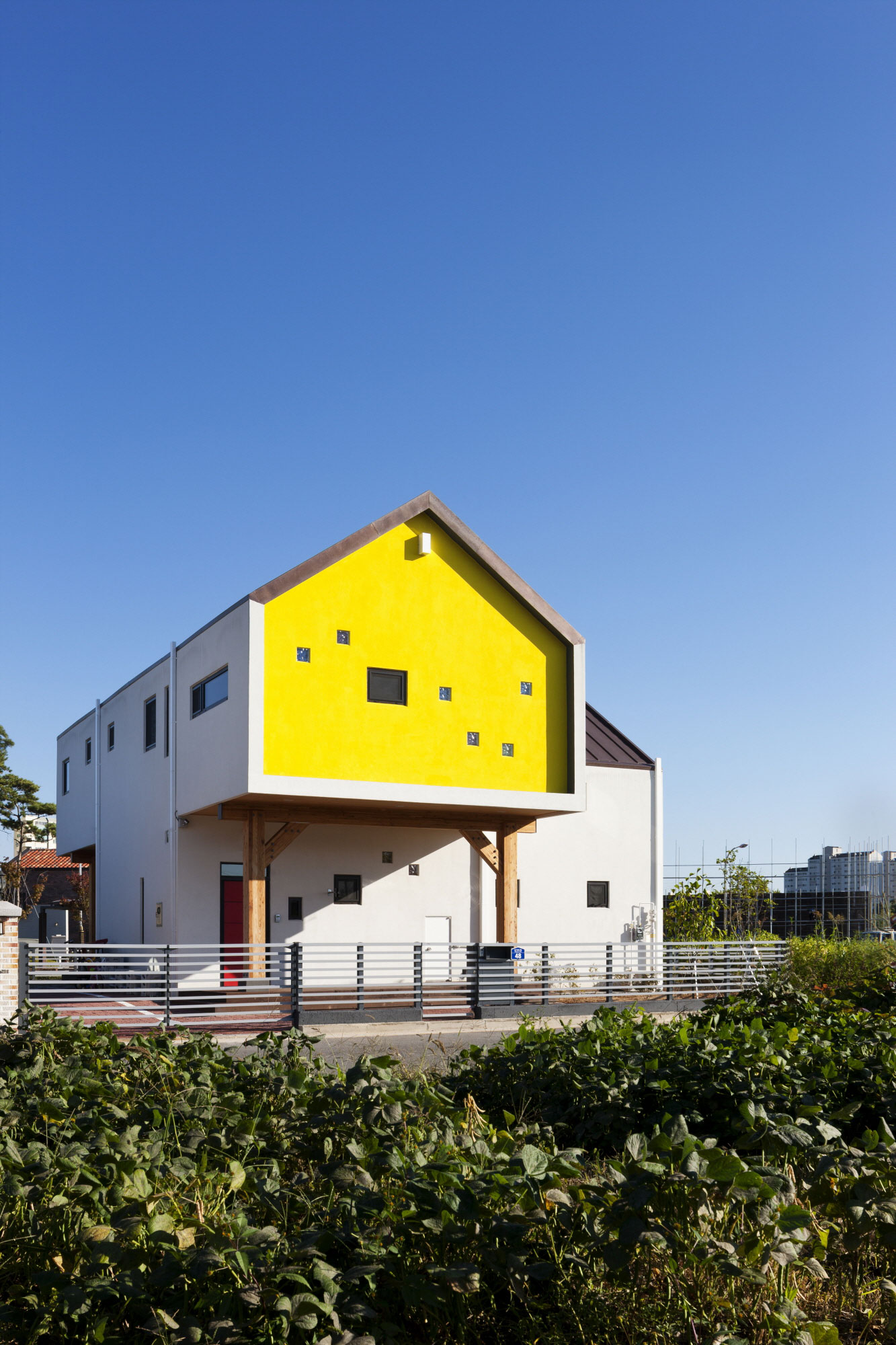Iksan T Shaped House in South Korea by KDDH architects-04