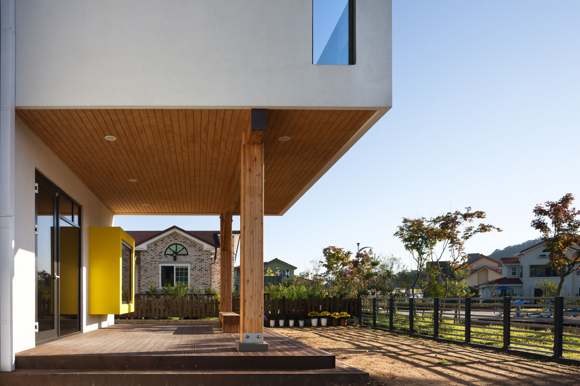 Iksan T Shaped House in South Korea by KDDH architects-07