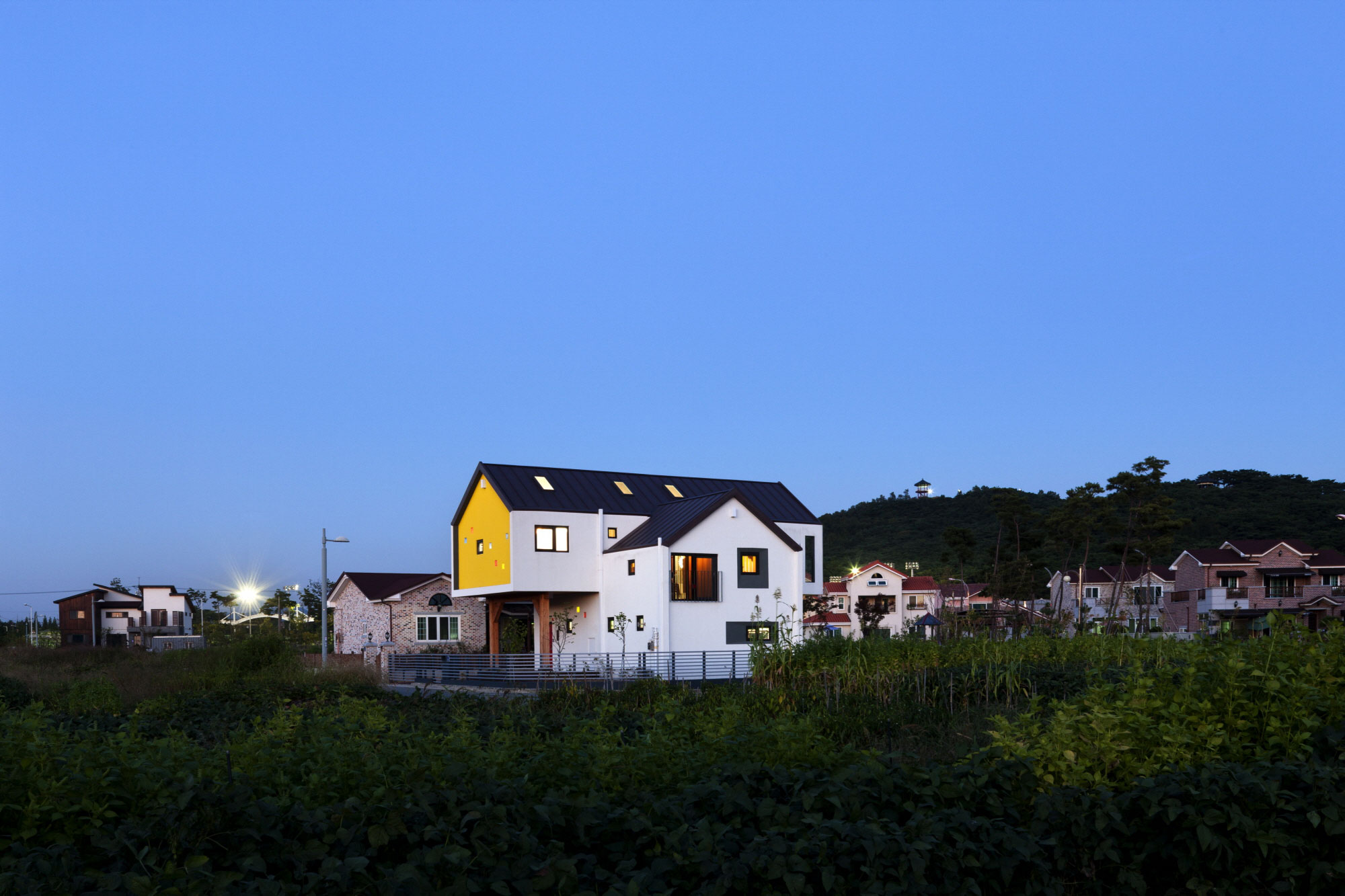 Iksan T Shaped House in South Korea by KDDH architects-20