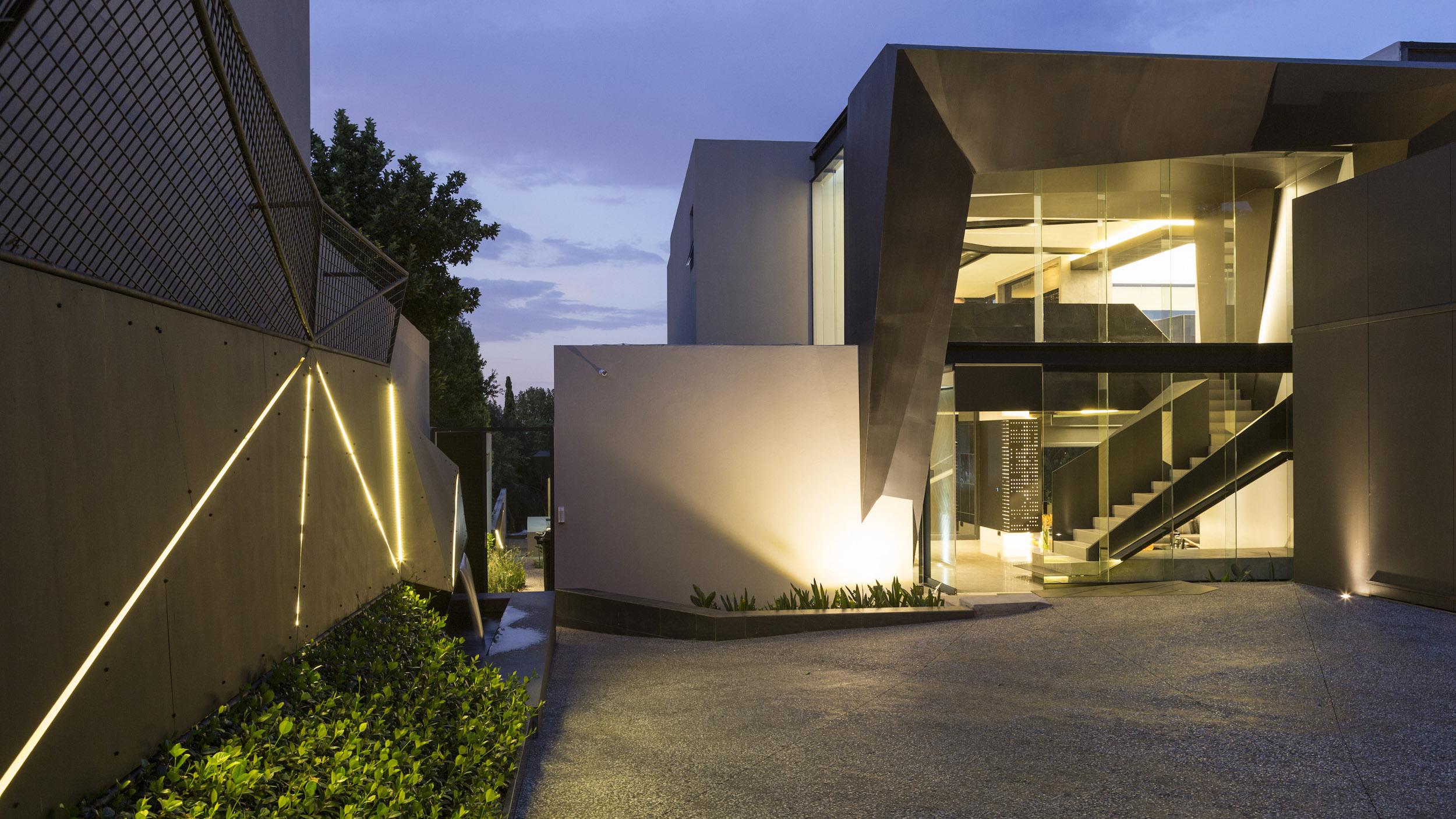 Kloof Road Masterpiece House in Johannesburg by Nico van der Meulen Architects-03
