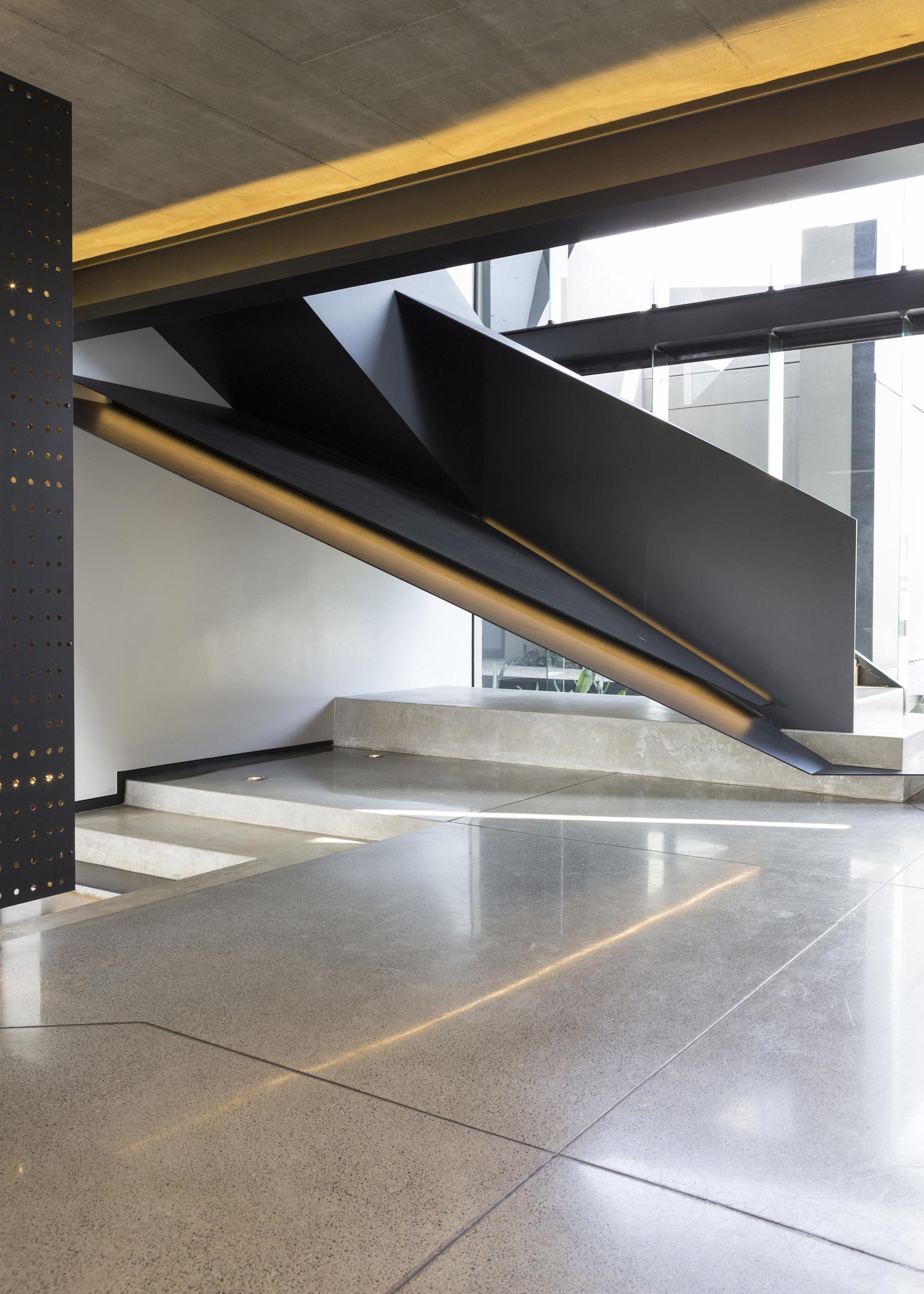 Kloof Road Masterpiece House in Johannesburg by Nico van der Meulen Architects-04