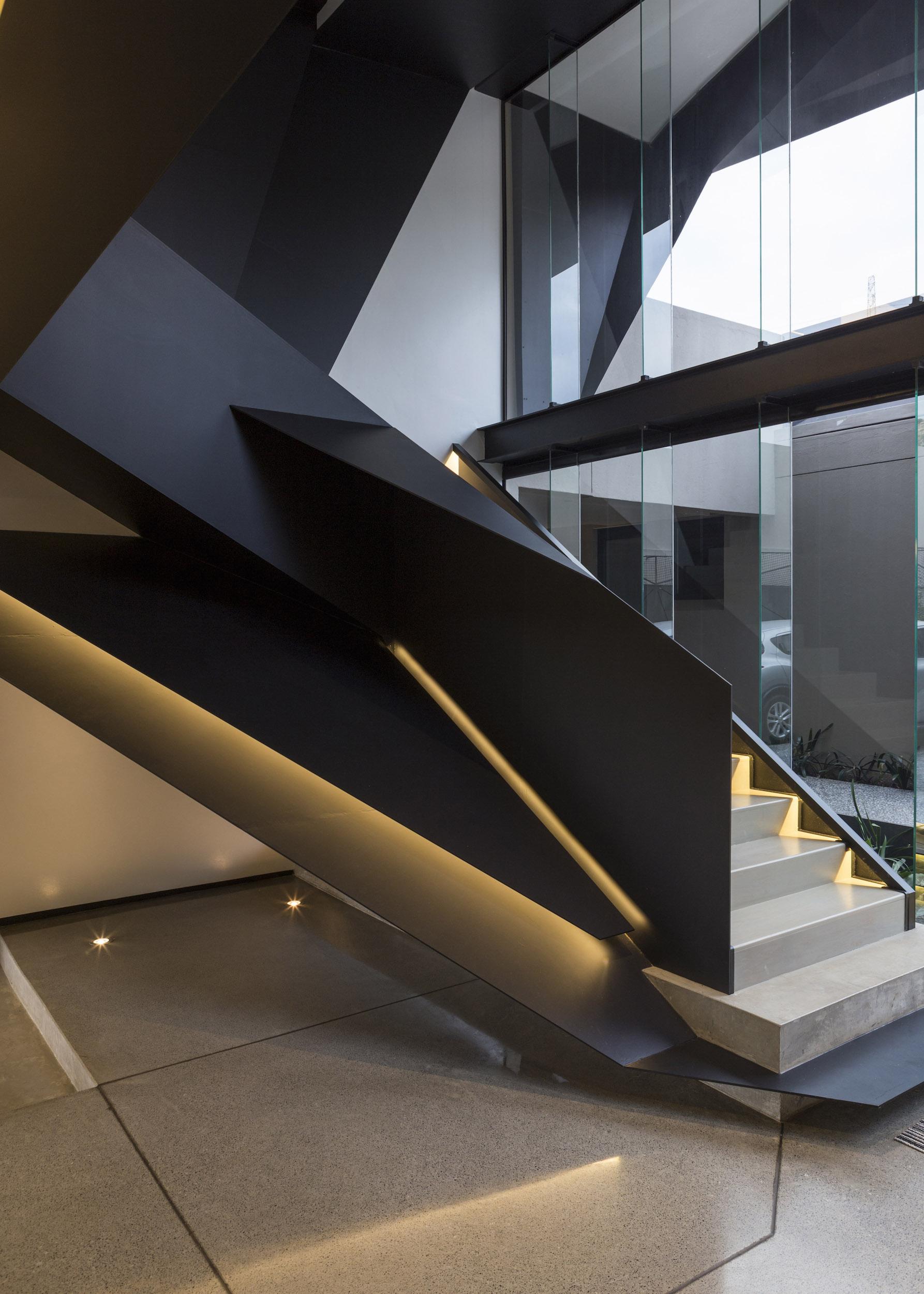 Kloof Road Masterpiece House in Johannesburg by Nico van der Meulen Architects-05