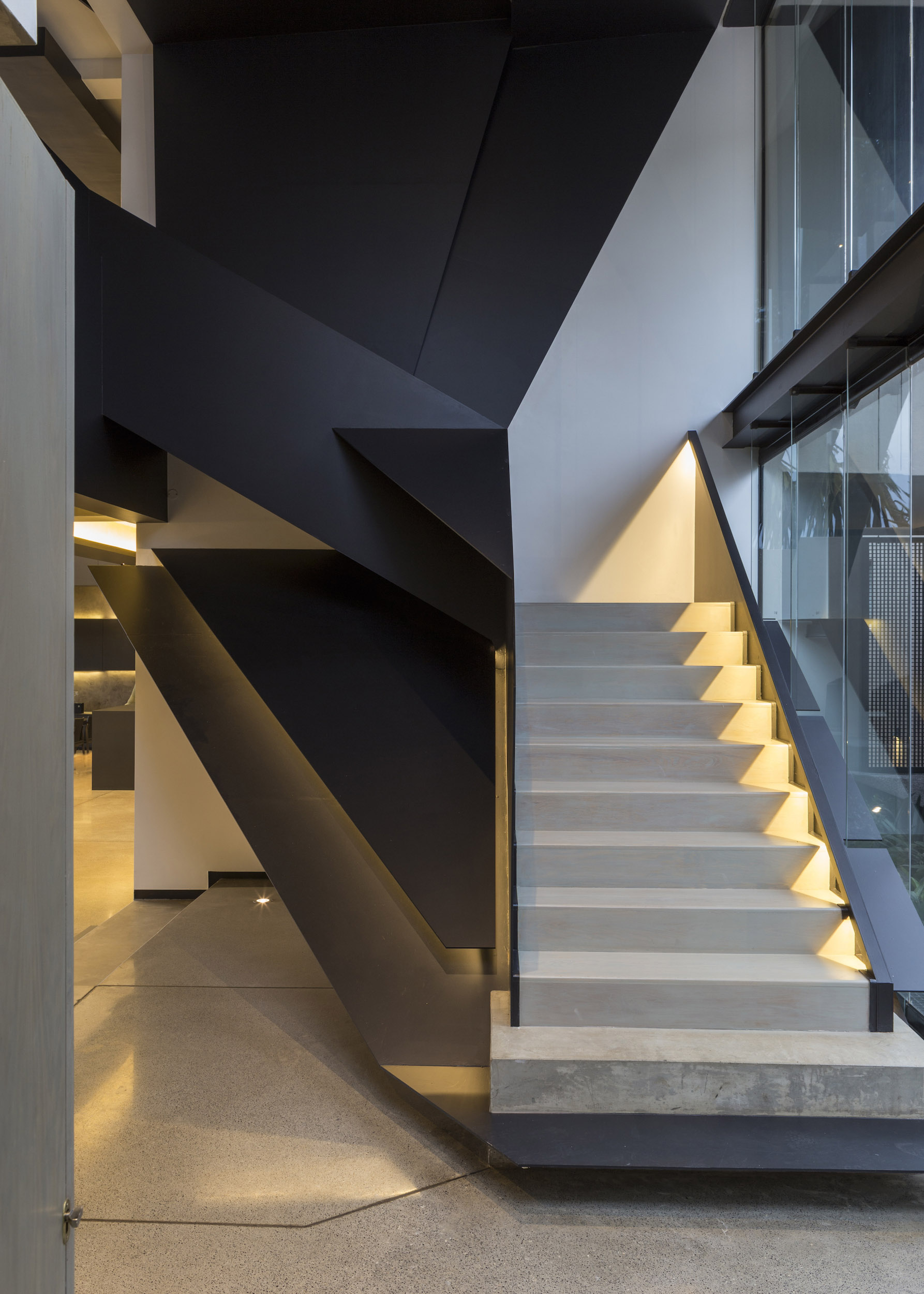 Kloof Road Masterpiece House in Johannesburg by Nico van der Meulen Architects-06