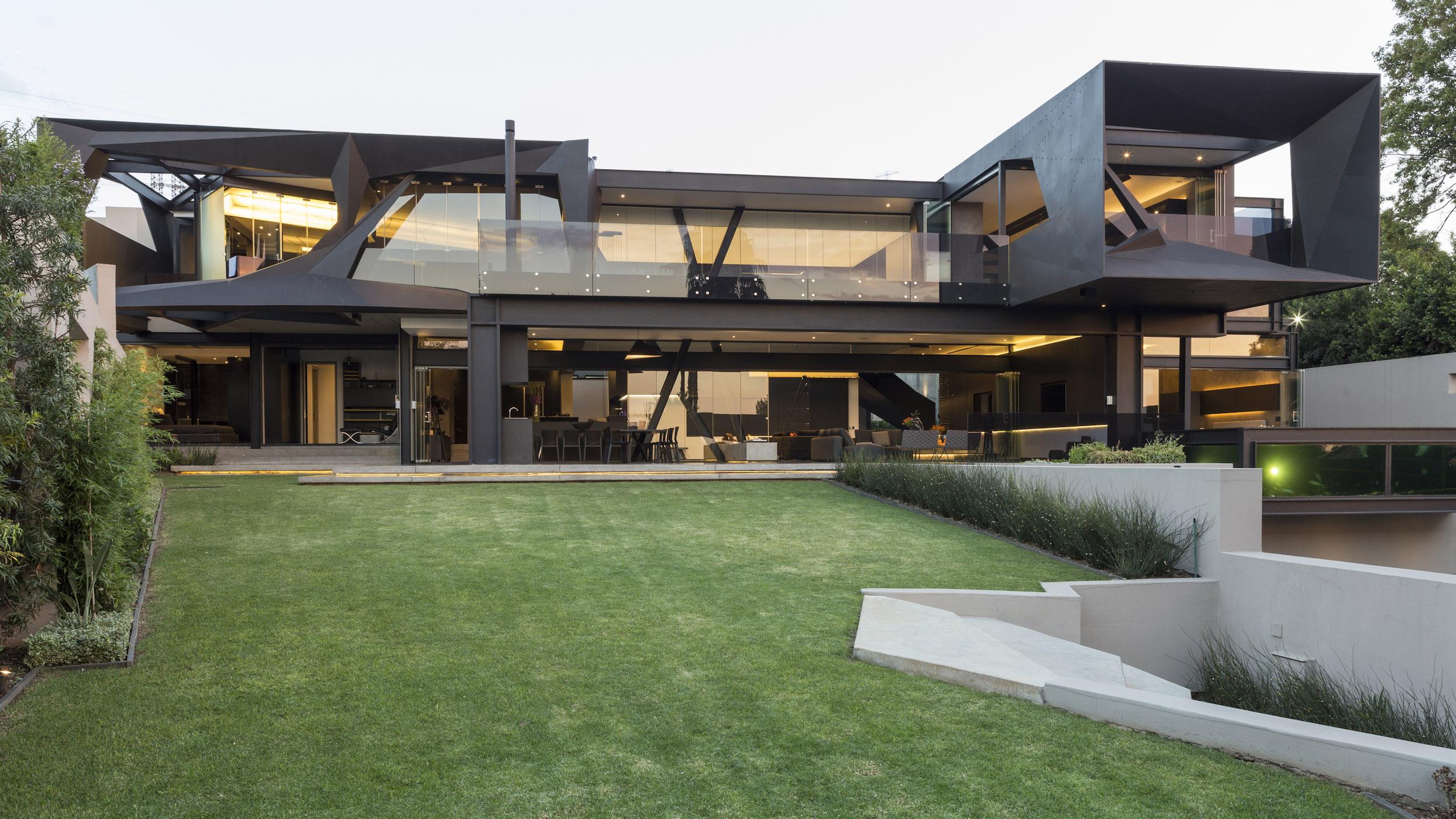 Kloof Road Masterpiece House in Johannesburg by Nico van der Meulen Architects-08