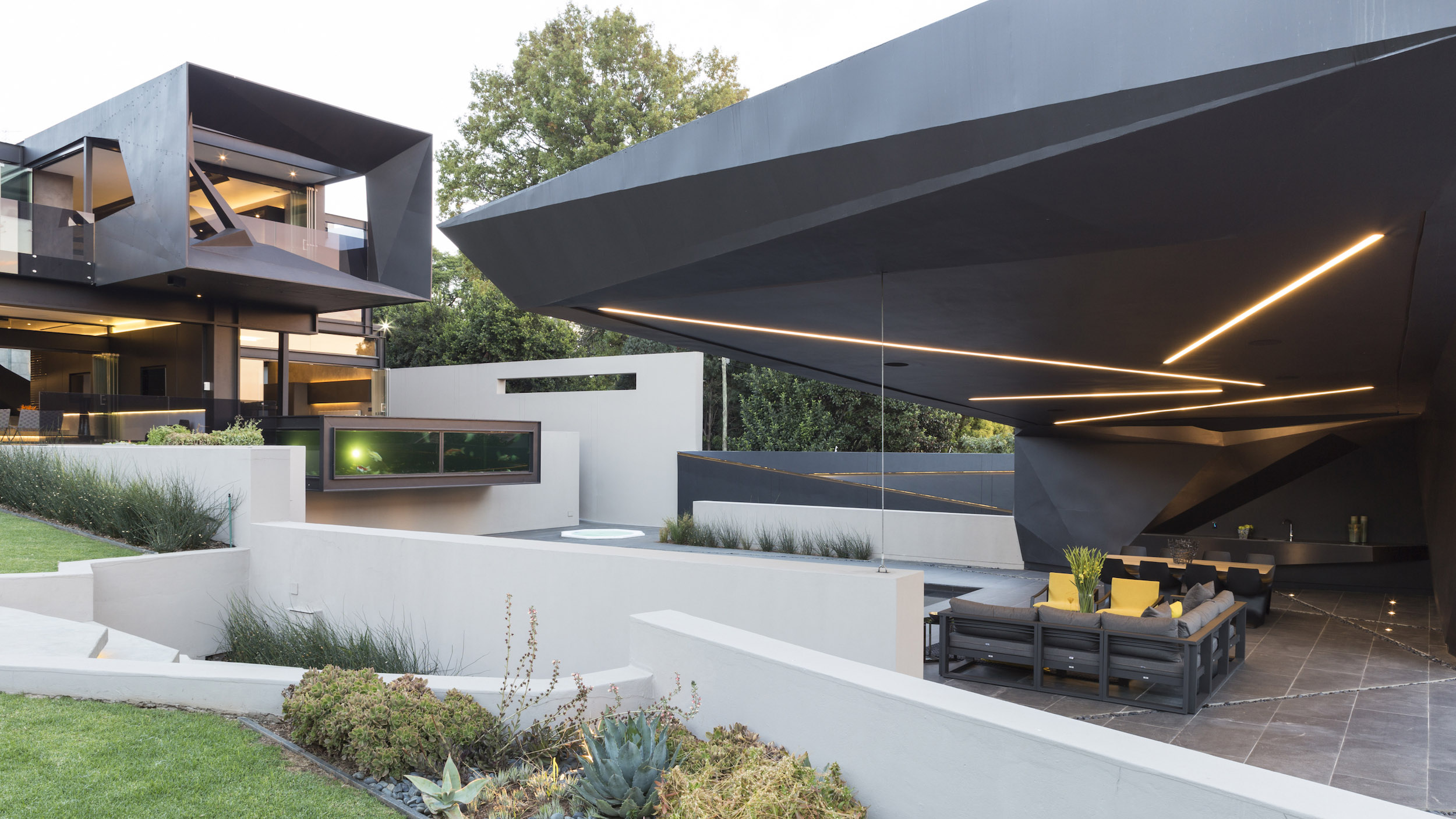 Kloof Road Masterpiece House in Johannesburg by Nico van der Meulen Architects-11