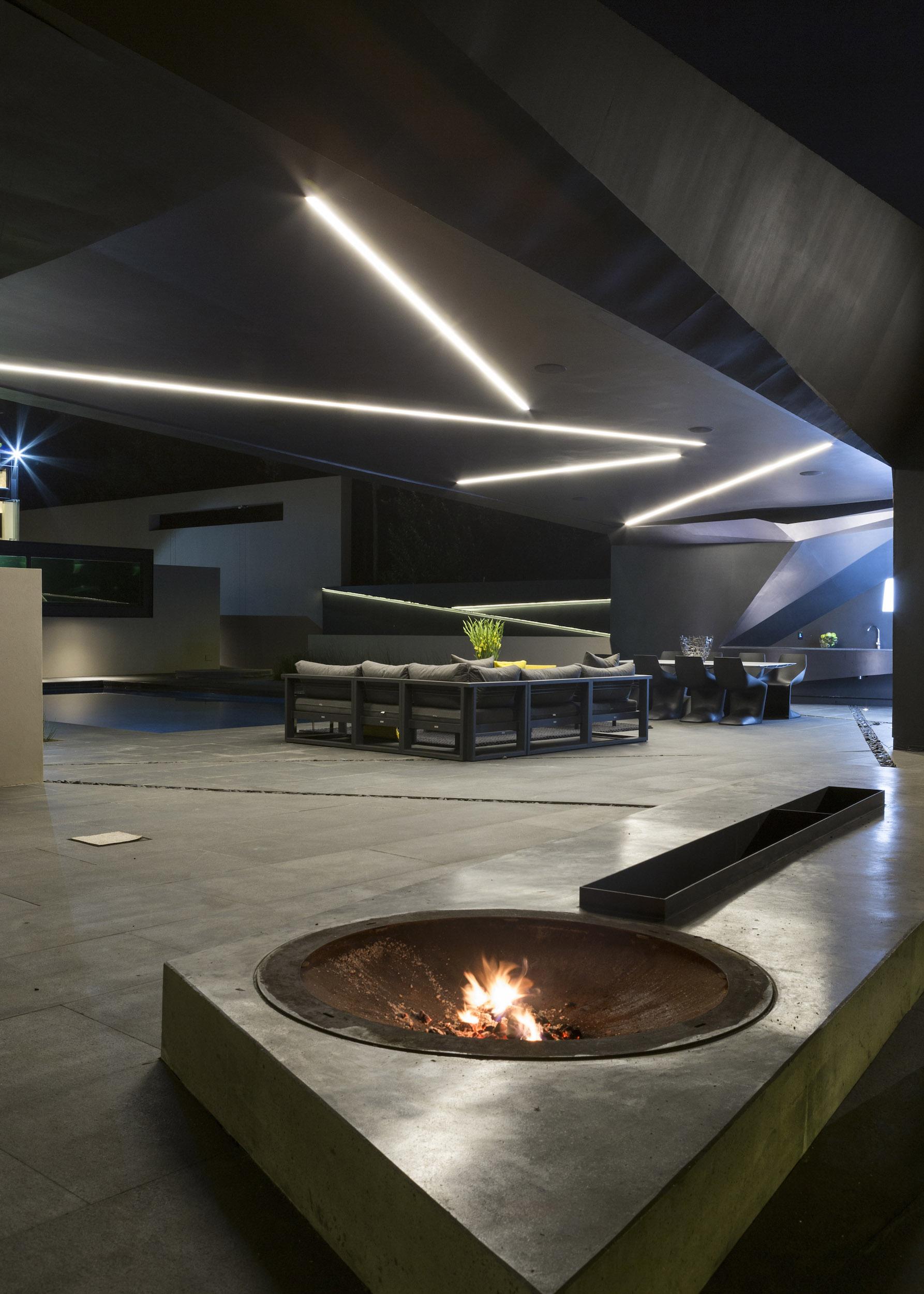 Kloof Road Masterpiece House in Johannesburg by Nico van der Meulen Architects-12