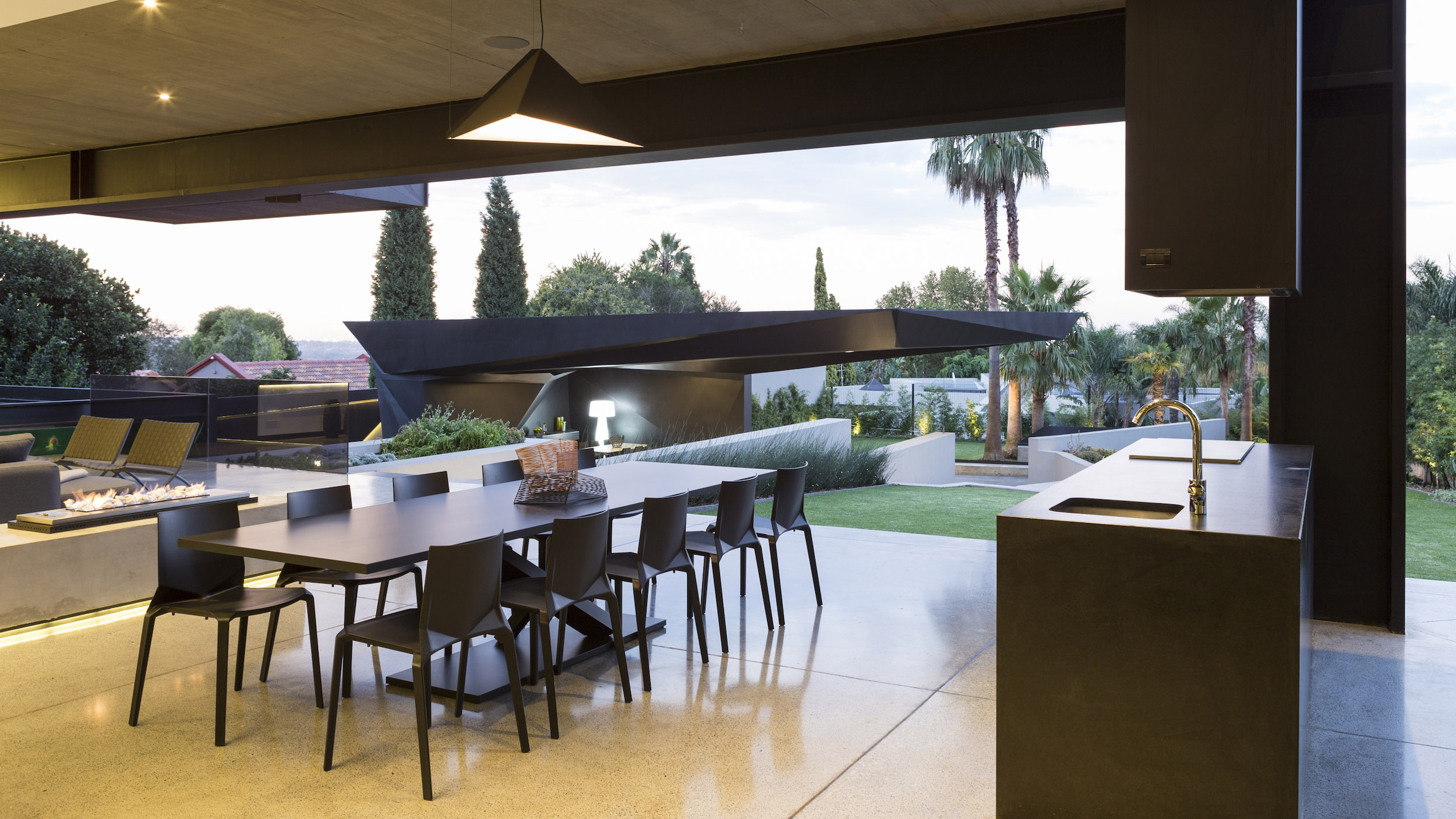 Kloof Road Masterpiece House in Johannesburg by Nico van der Meulen Architects-22