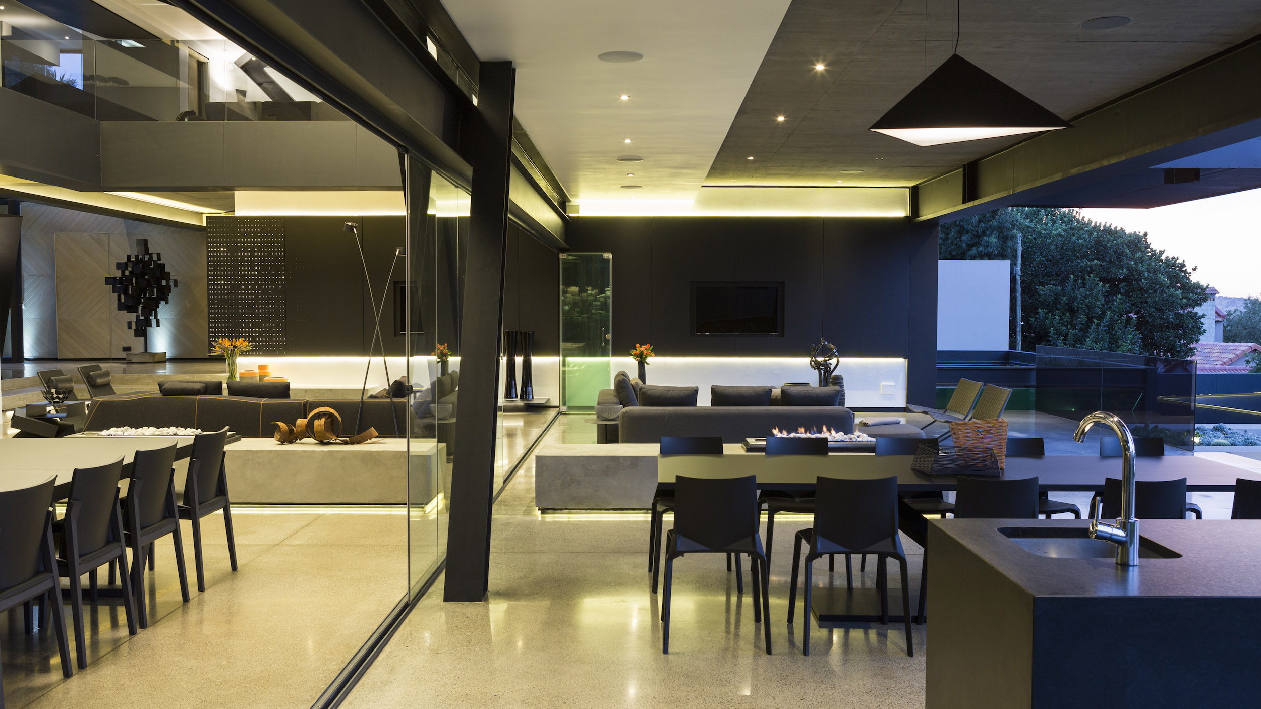 Kloof Road Masterpiece House in Johannesburg by Nico van der Meulen Architects-24