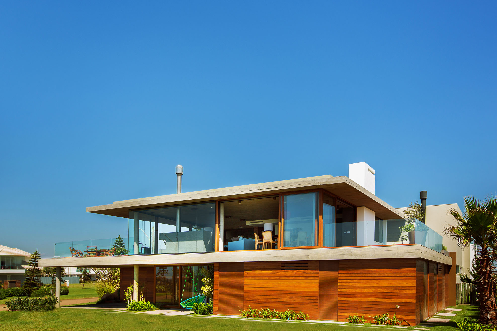 La Plage House in Southern Brazil by Stemmer Rodrigues-01