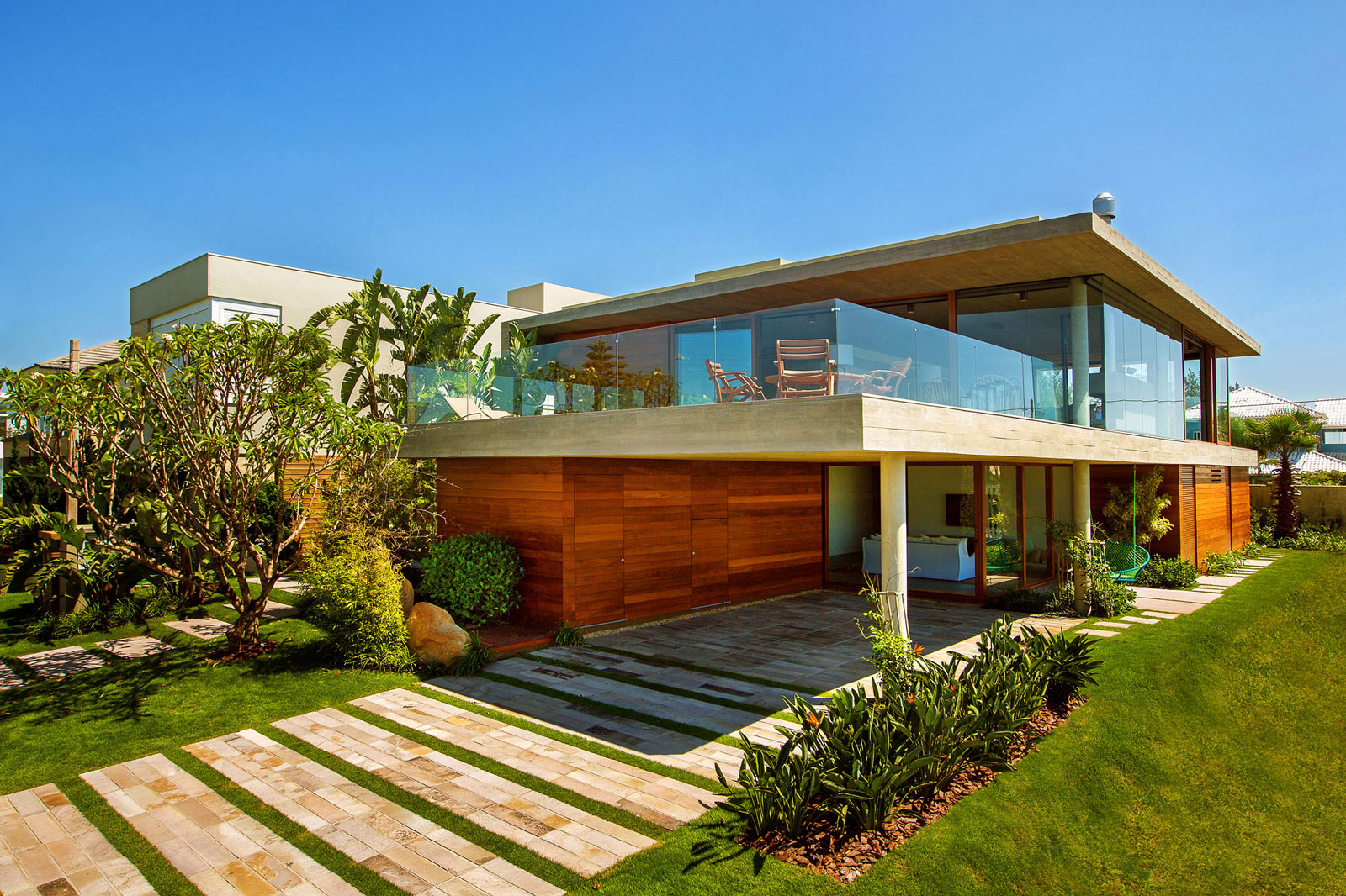 La Plage House in Southern Brazil by Stemmer Rodrigues-02