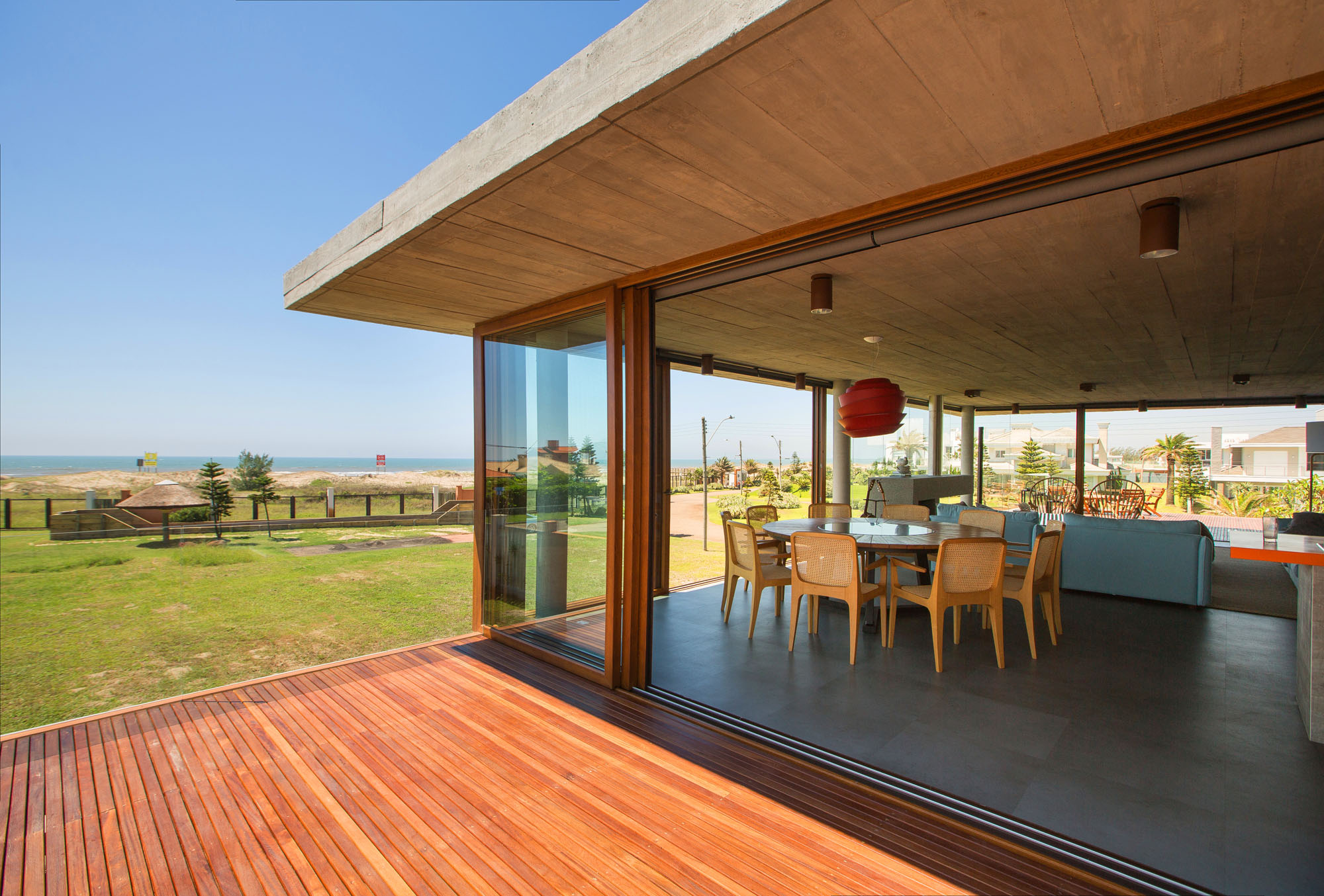 La Plage House in Southern Brazil by Stemmer Rodrigues-04