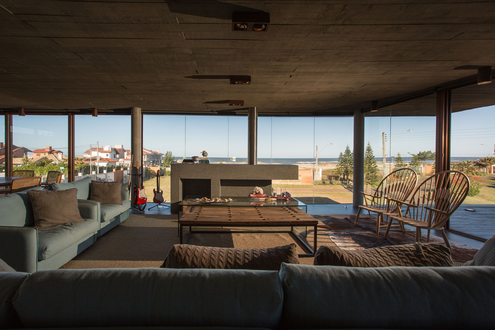La Plage House in Southern Brazil by Stemmer Rodrigues-07