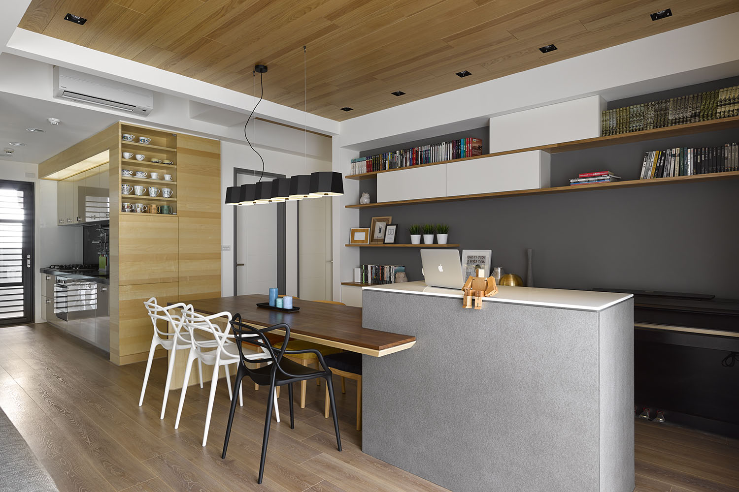 Liu's Warm Wooden Apartment in New Taipei City by HOYA Design-06