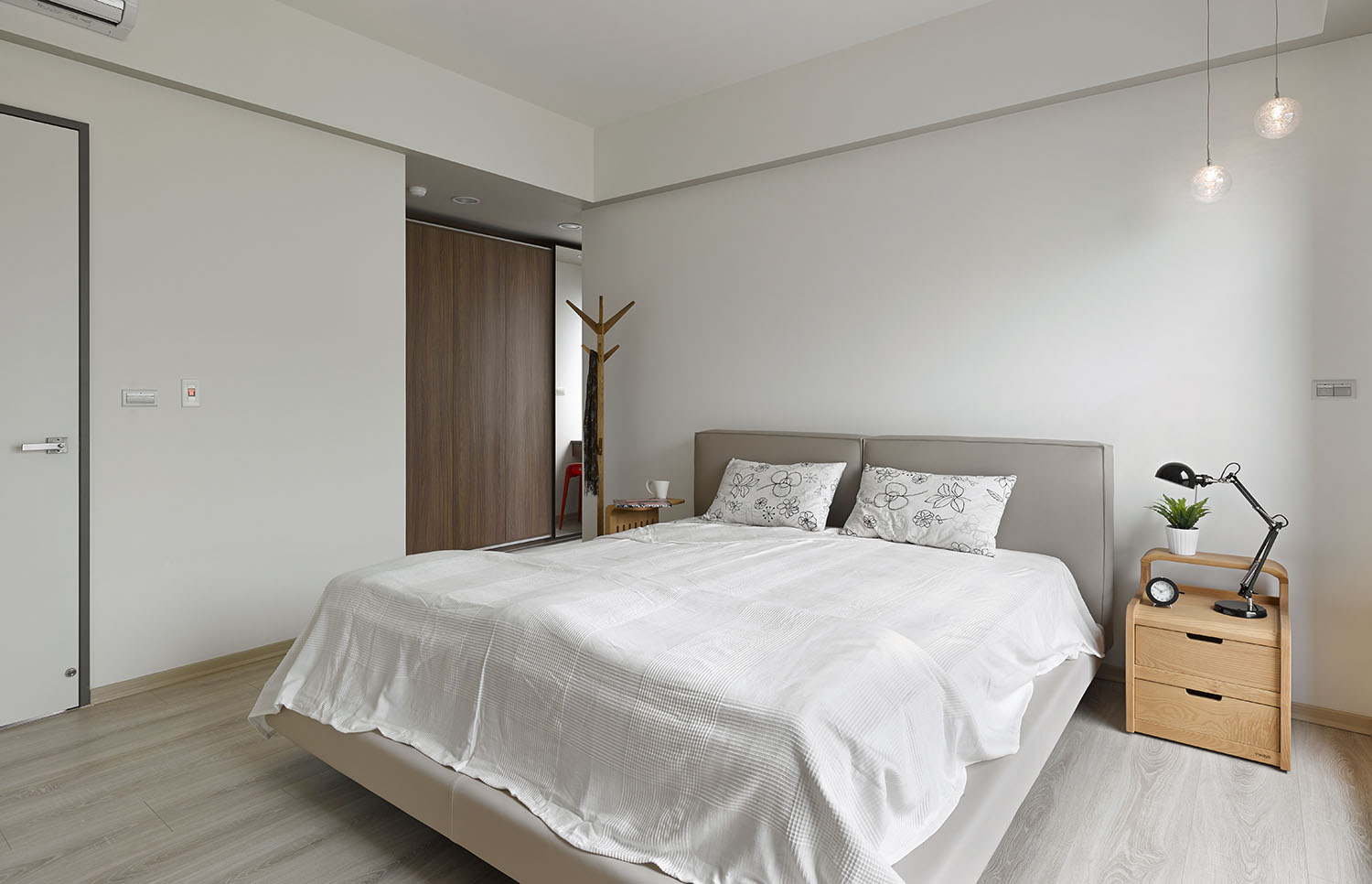 Liu's Warm Wooden Apartment in New Taipei City by HOYA Design-10