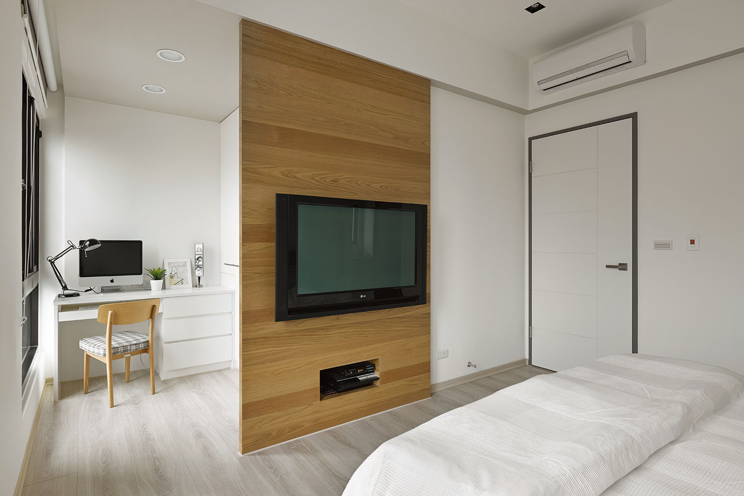 Liu's Warm Wooden Apartment in New Taipei City by HOYA Design-11