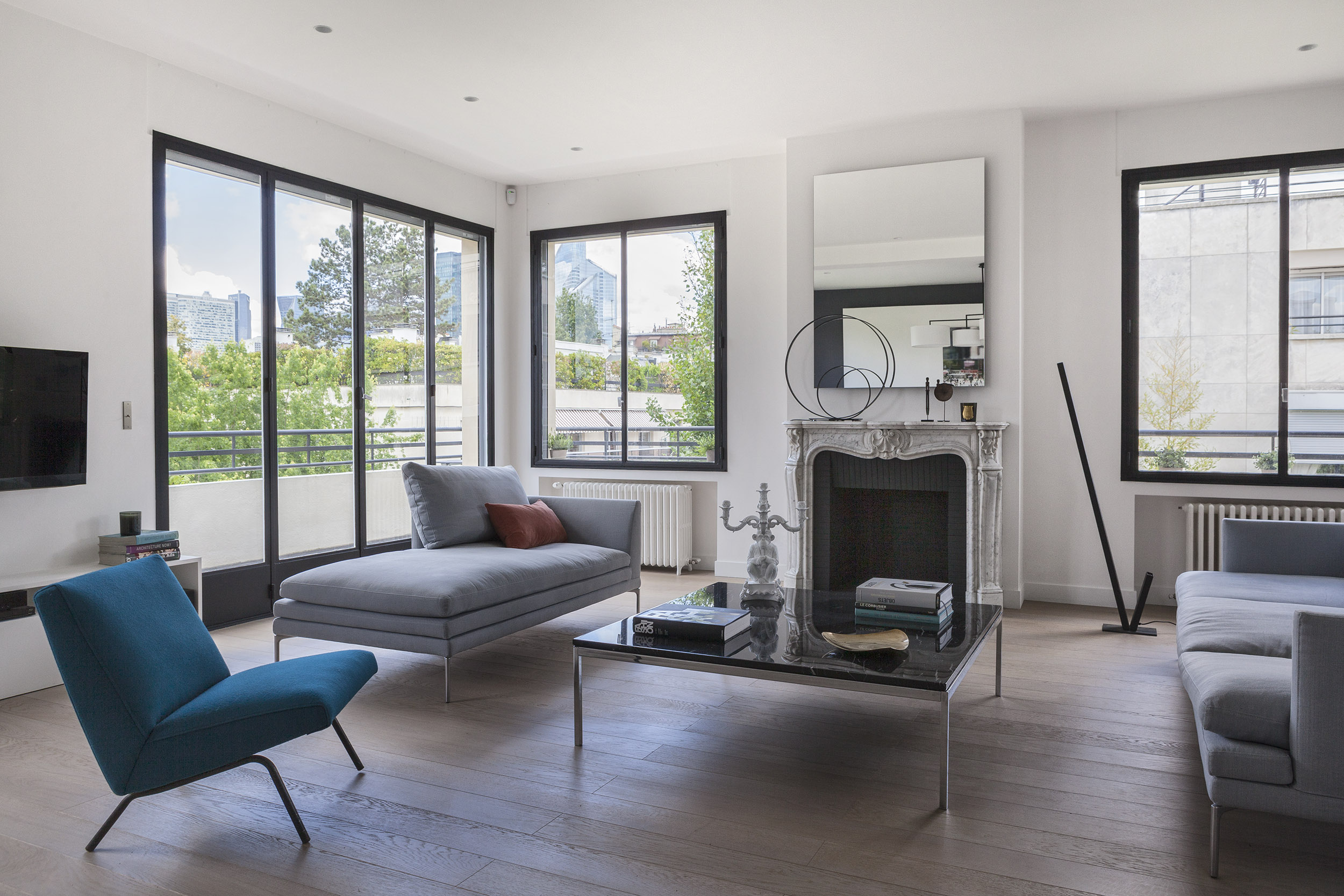 Longchamp Apartment in a 1957 building in Neuilly-sur-Seine by Frédéric Flanquart-01