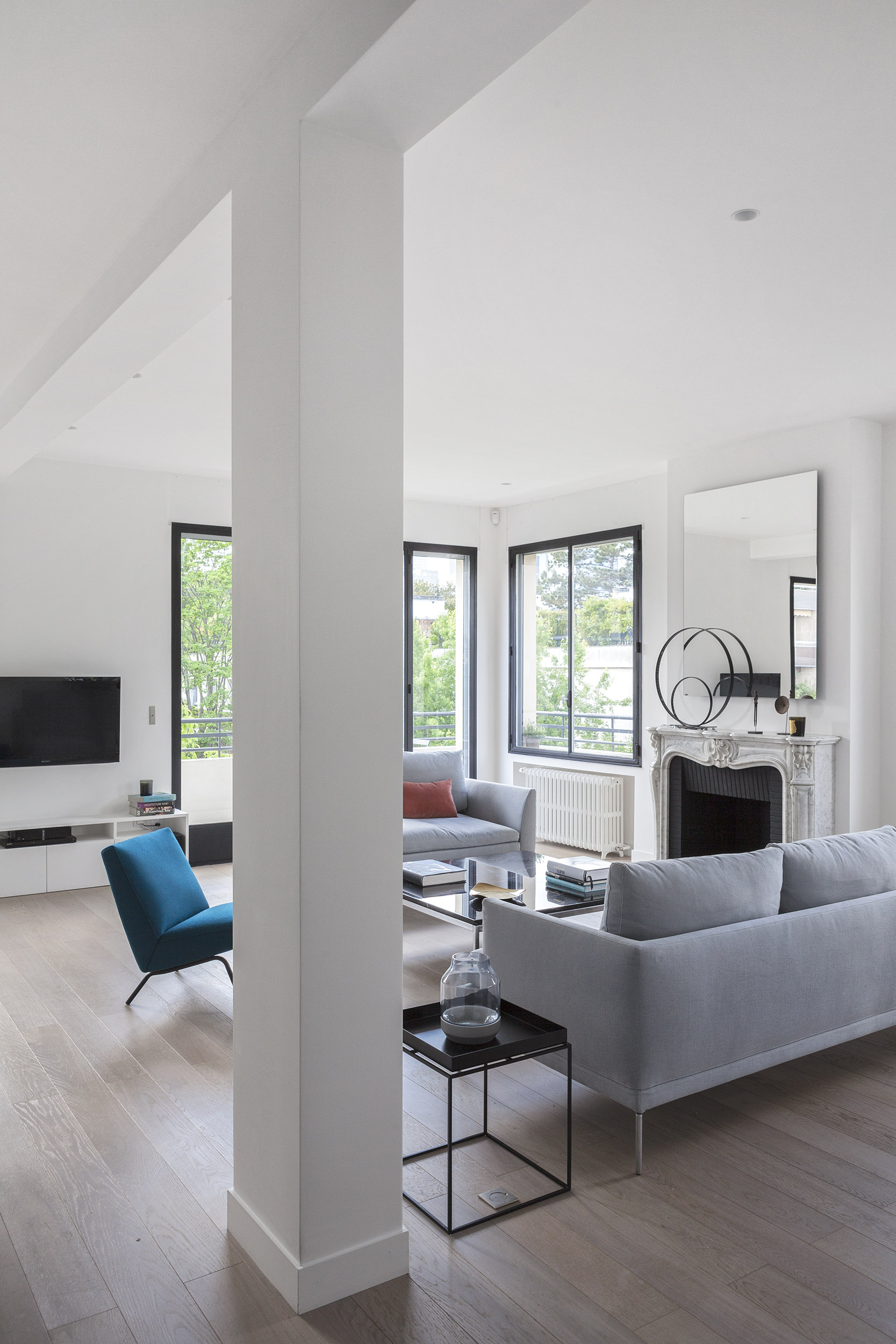 Longchamp Apartment in a 1957 building in Neuilly-sur-Seine by Frédéric Flanquart-13