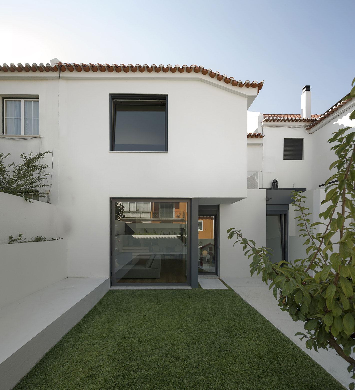 Mediterranean House in Restelo, Lisbon by Antonio Costa Lima Arquitectos-01