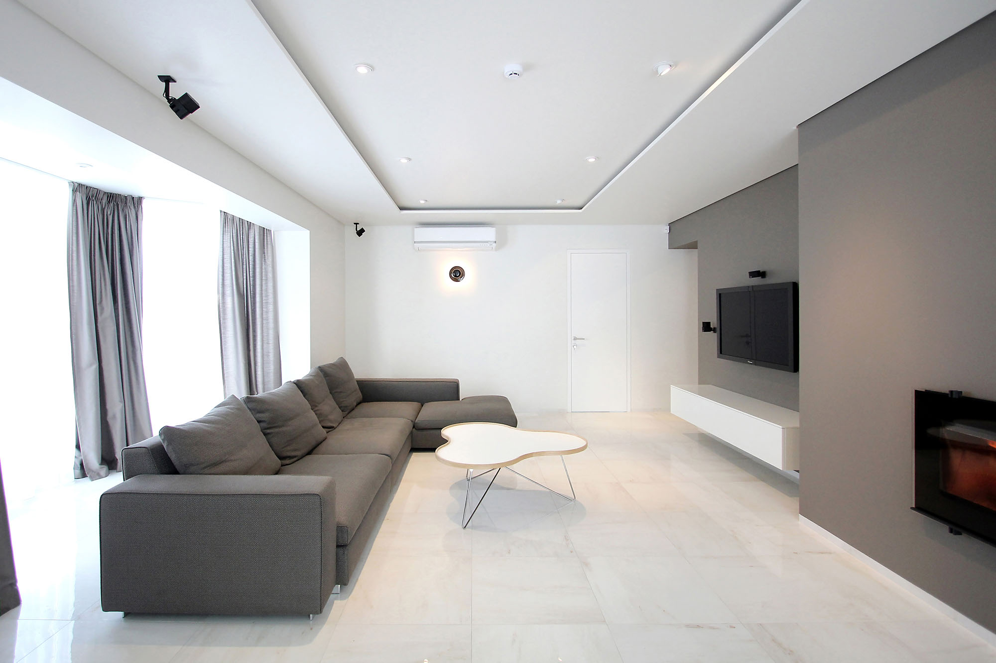 Minimal Style and White Colour Theme of House 02 by Ramunas Manikas-01