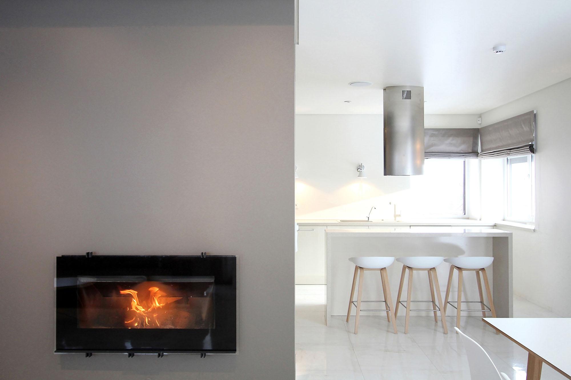 Minimal Style and White Colour Theme of House 02 by Ramunas Manikas-04