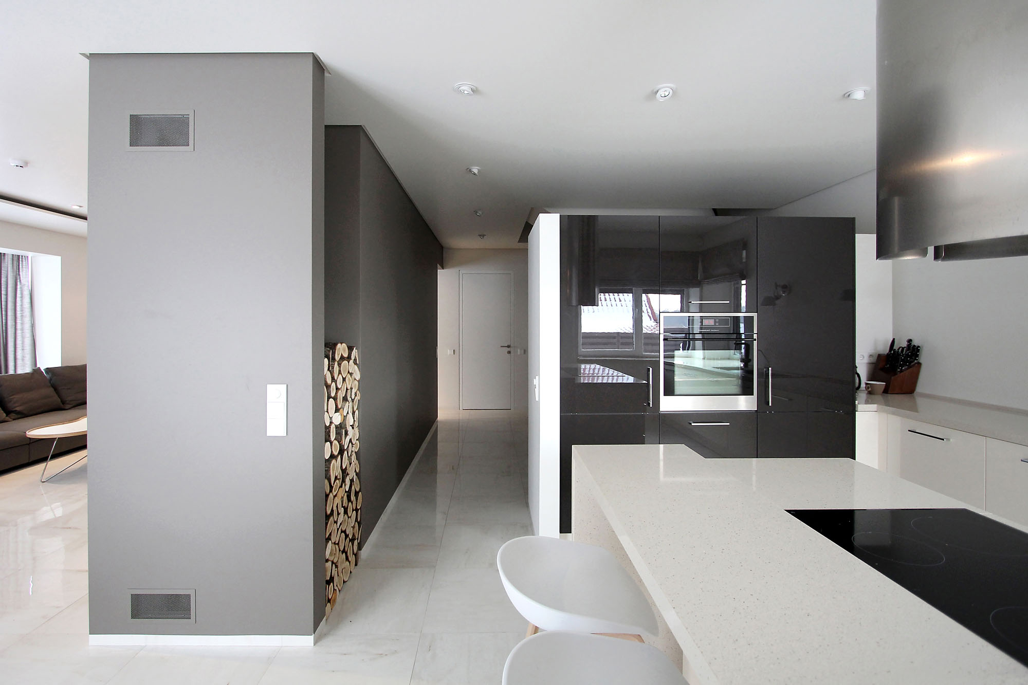 Minimal Style and White Colour Theme of House 02 by Ramunas Manikas-06