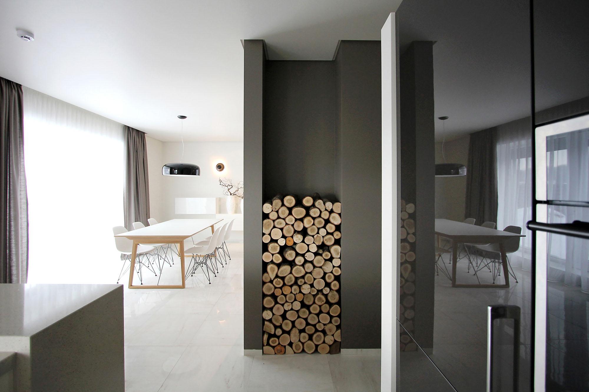 Minimal Style and White Colour Theme of House 02 by Ramunas Manikas-08