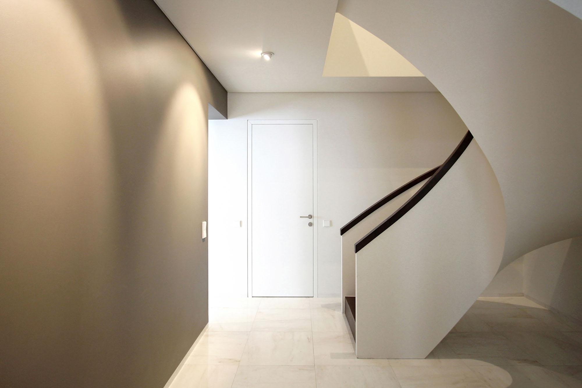Minimal Style and White Colour Theme of House 02 by Ramunas Manikas-10