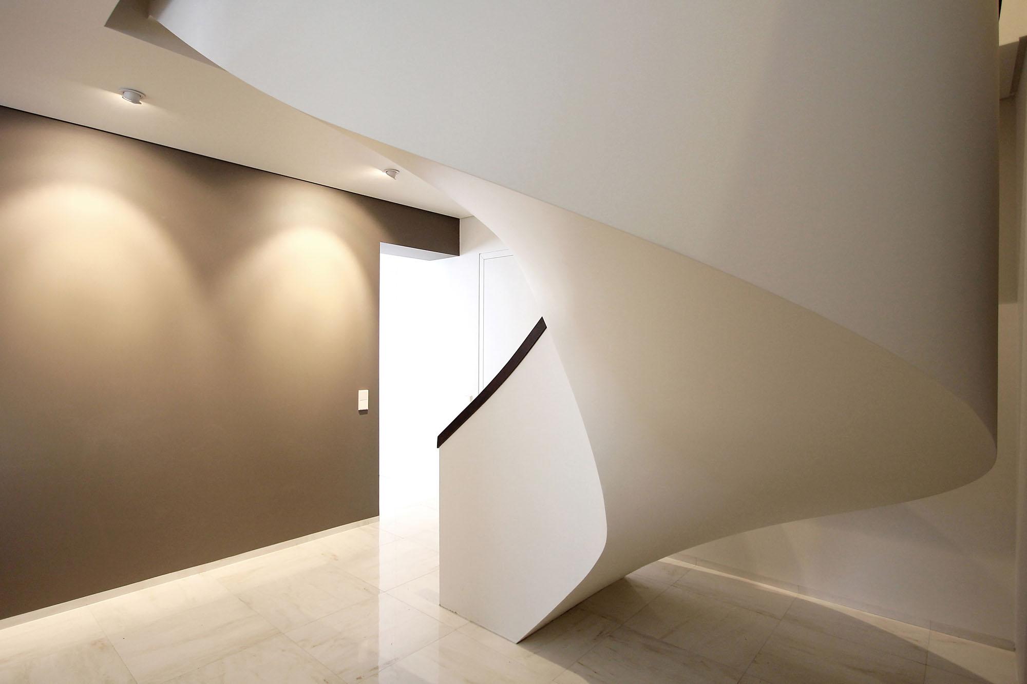 Minimal Style and White Colour Theme of House 02 by Ramunas Manikas-11