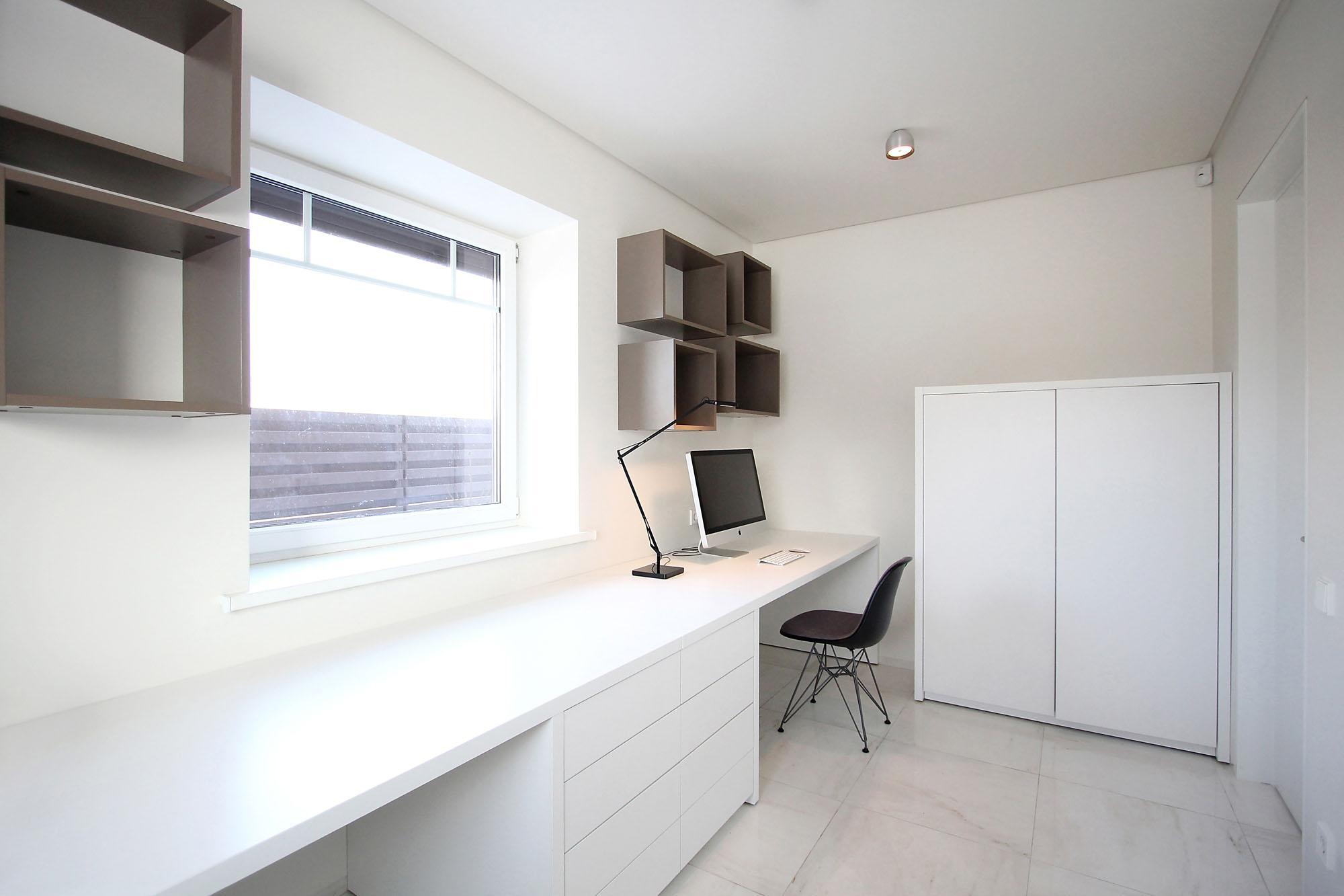 Minimal Style and White Colour Theme of House 02 by Ramunas Manikas-14