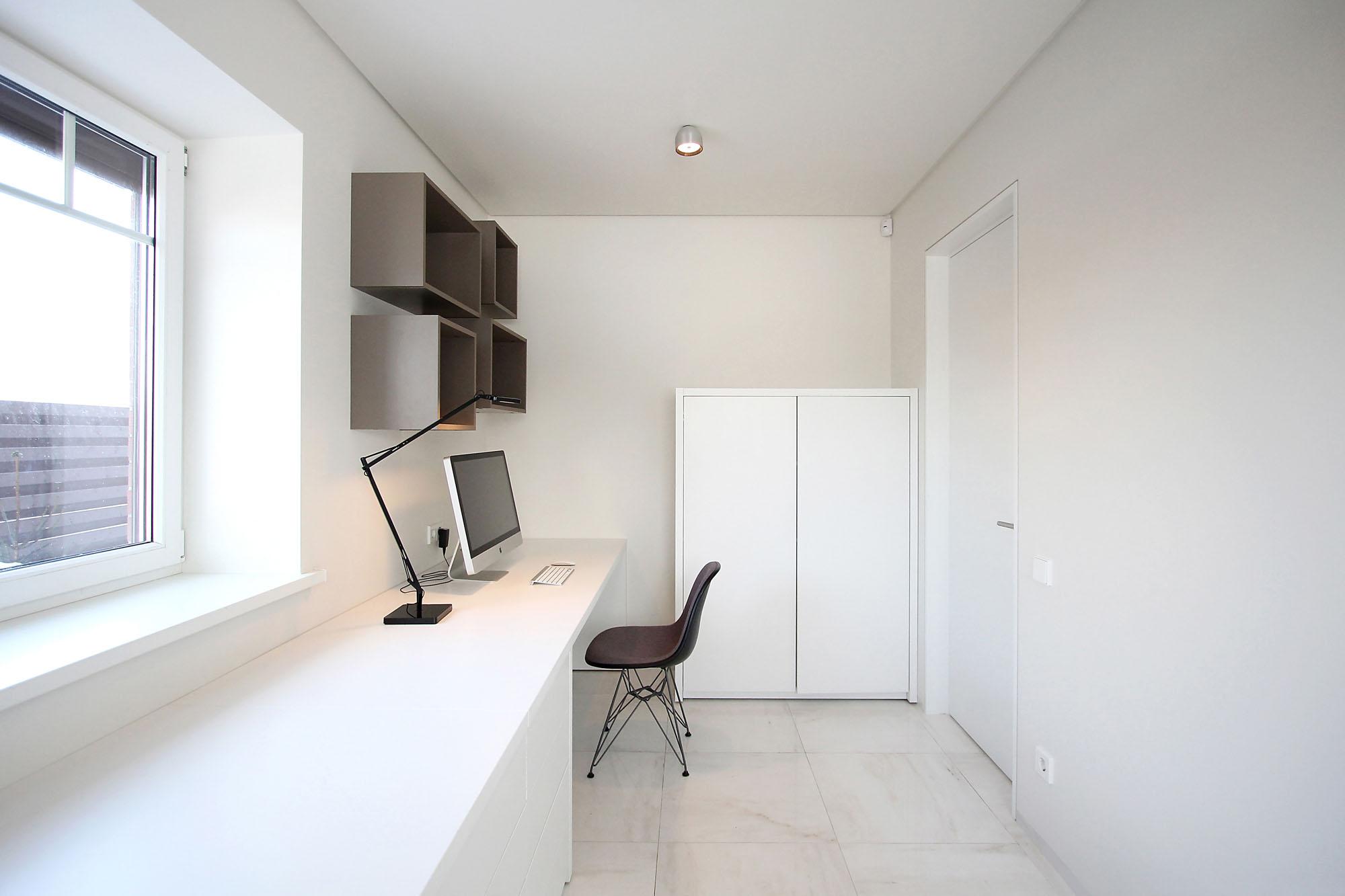 Minimal Style and White Colour Theme of House 02 by Ramunas Manikas-15