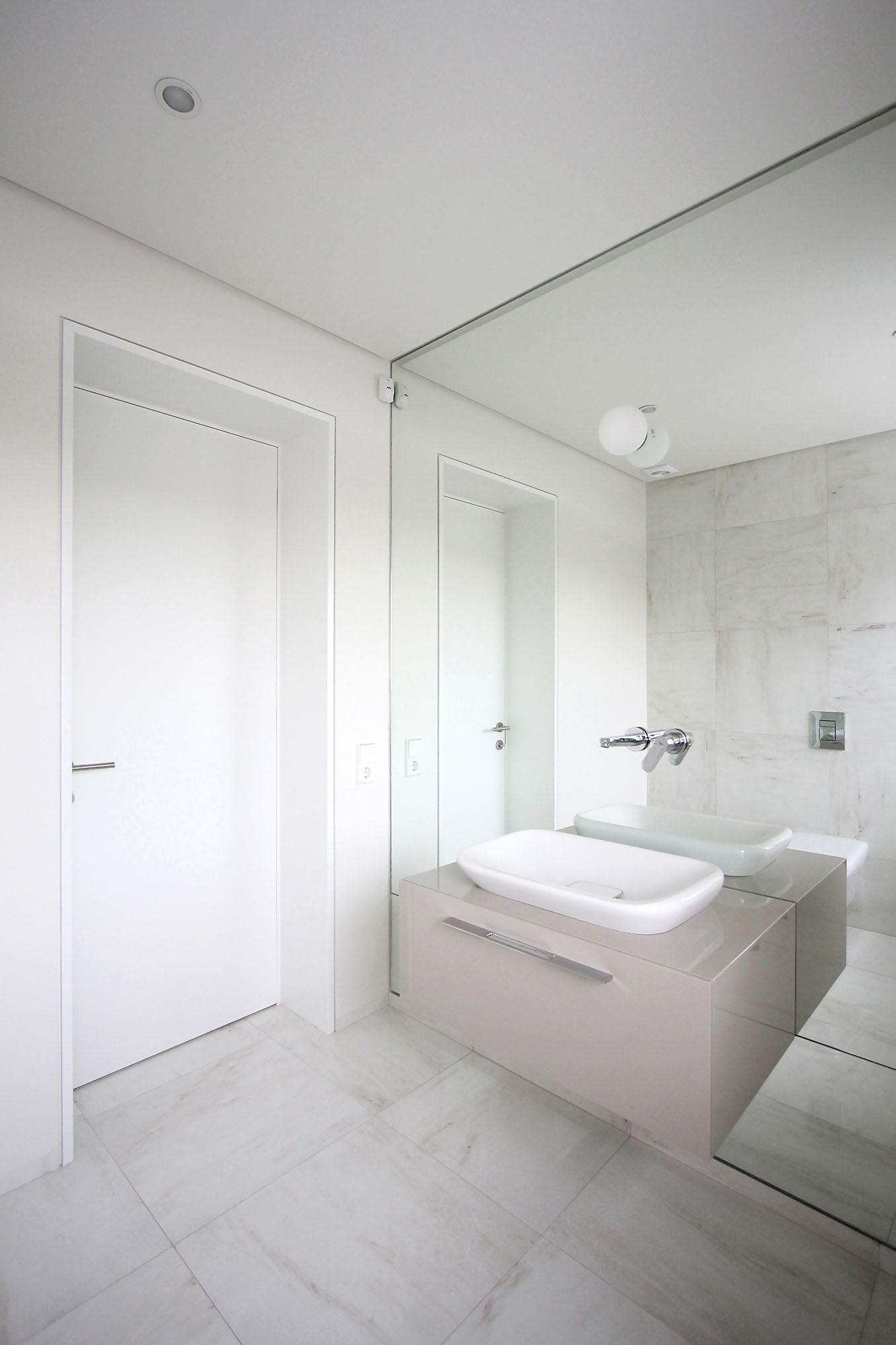 Minimal Style and White Colour Theme of House 02 by Ramunas Manikas-17